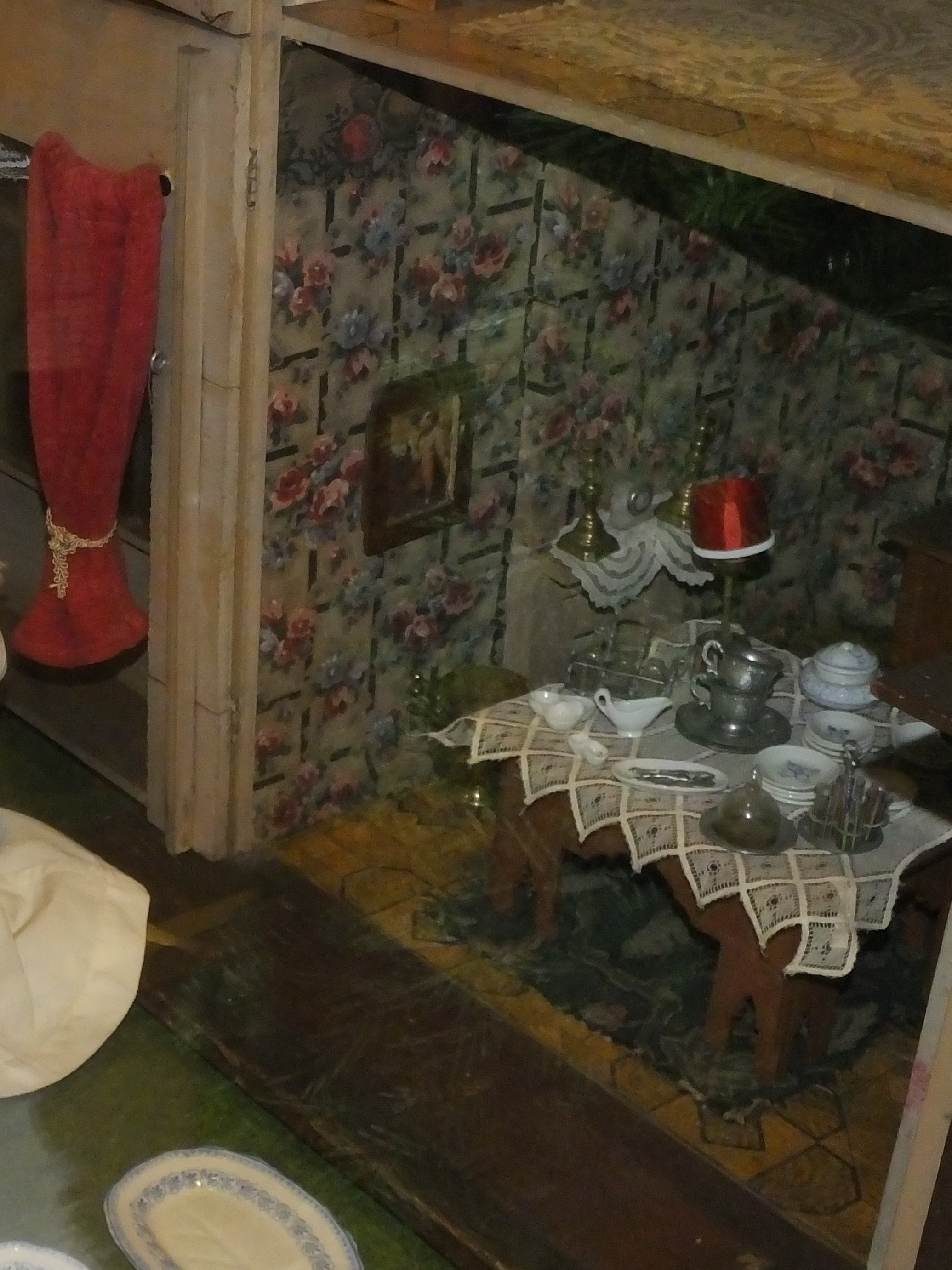File:JLL Childhood Collection Dolls House Furniture 2783c.JPG