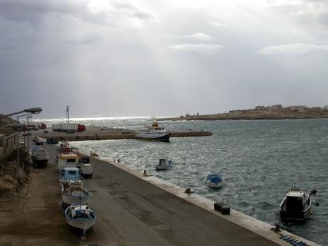 Lampedusa Hafen,italien,schwarzer,leichen,nachdenken,inseln,politiker,strandurlaub,afrika staaten,afrikaner,gefahr,glauben,urlaub in italien am meer,hungersnot