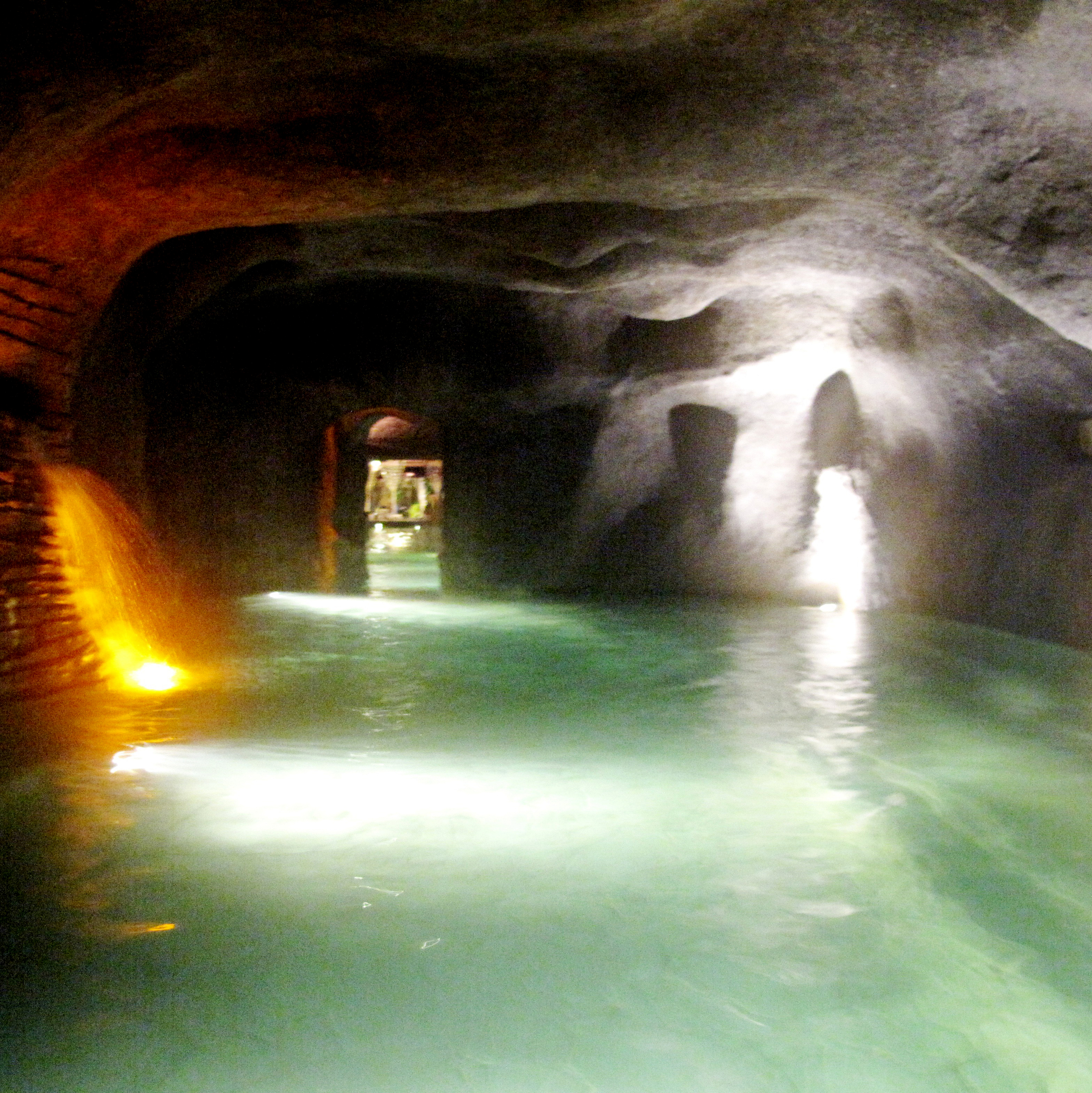 Steam caves in Lost World Hot Spring