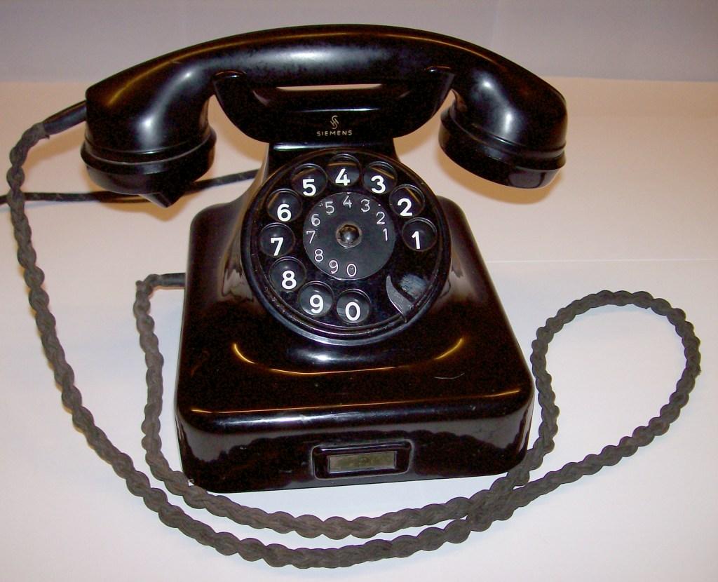 ein [[Telefon]]-''Apparat''