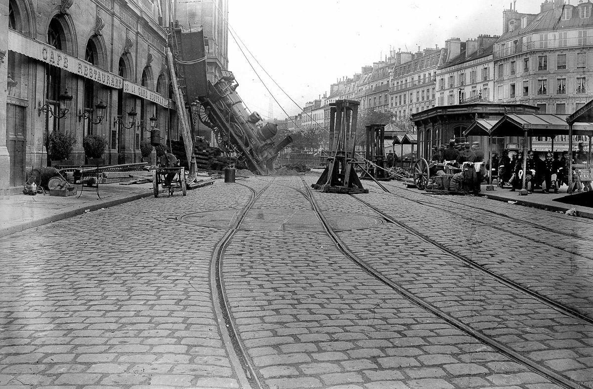 Escena panorámica del accidente de la estación de Montparnasse.