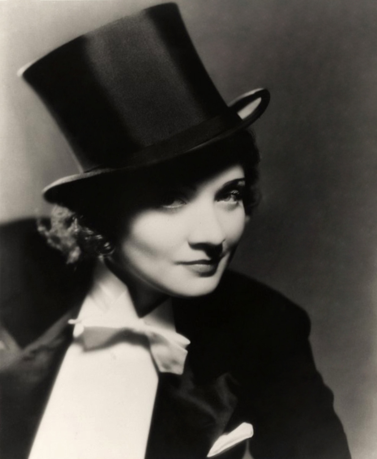 Morocco (film) 1930 Josef von Sternberg, director. Marlene Dietrich, cross dress, top hat.jpg