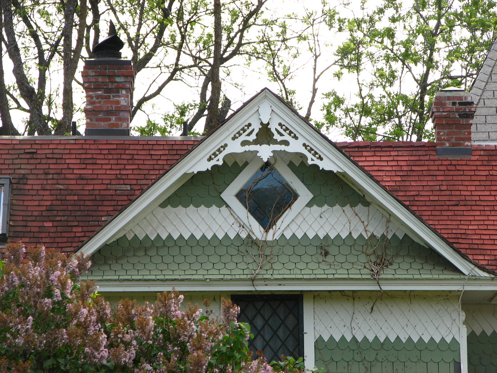File mosier house gable detail mosier for Houses images pictures