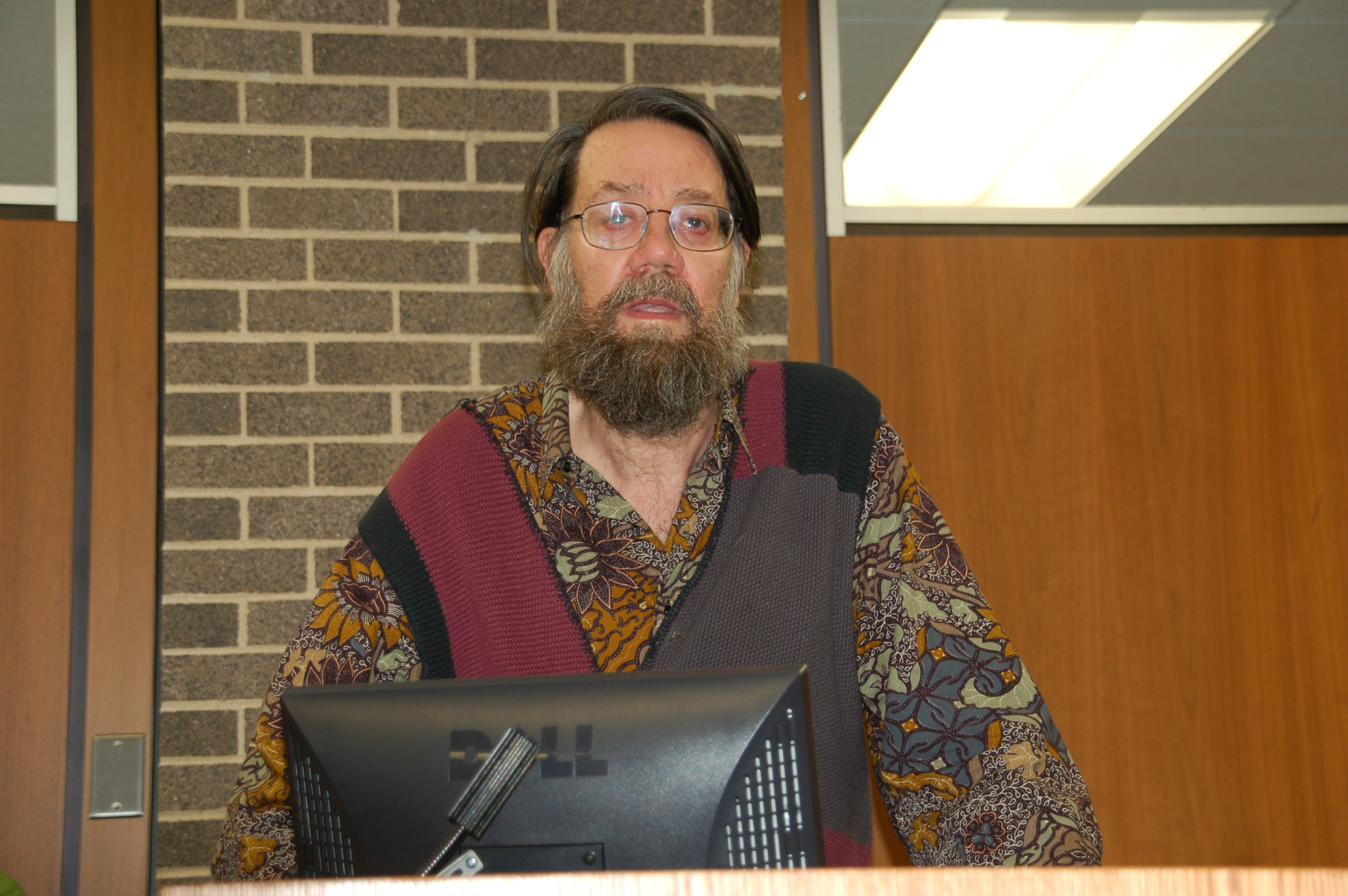 Franklin Rosemont speaking at Loyola University, Chicago, 2007.