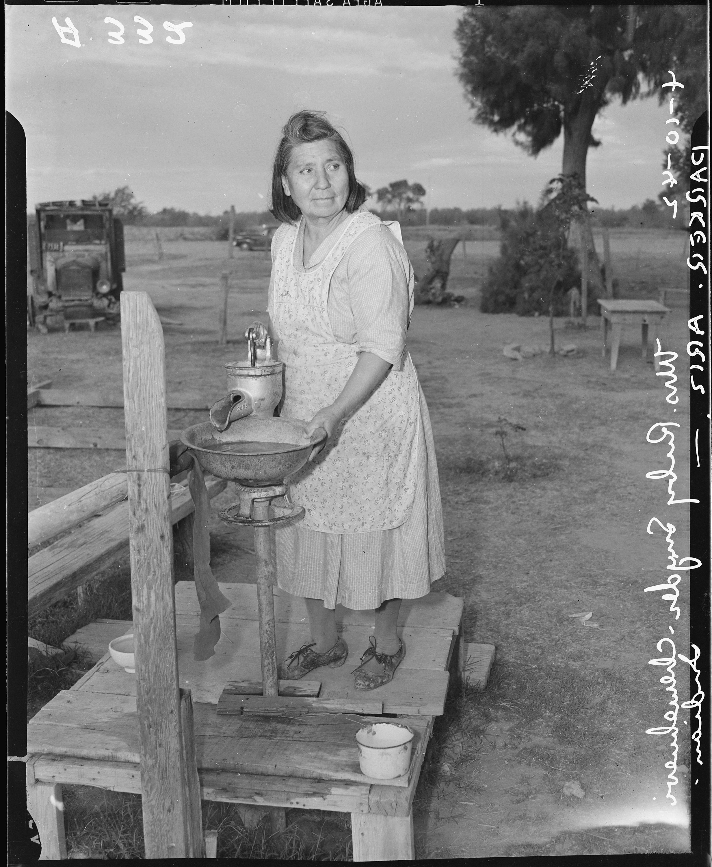 File:Parker, Arizona. Mrs. Ruby Snyder, Chemehuevi Indian ...