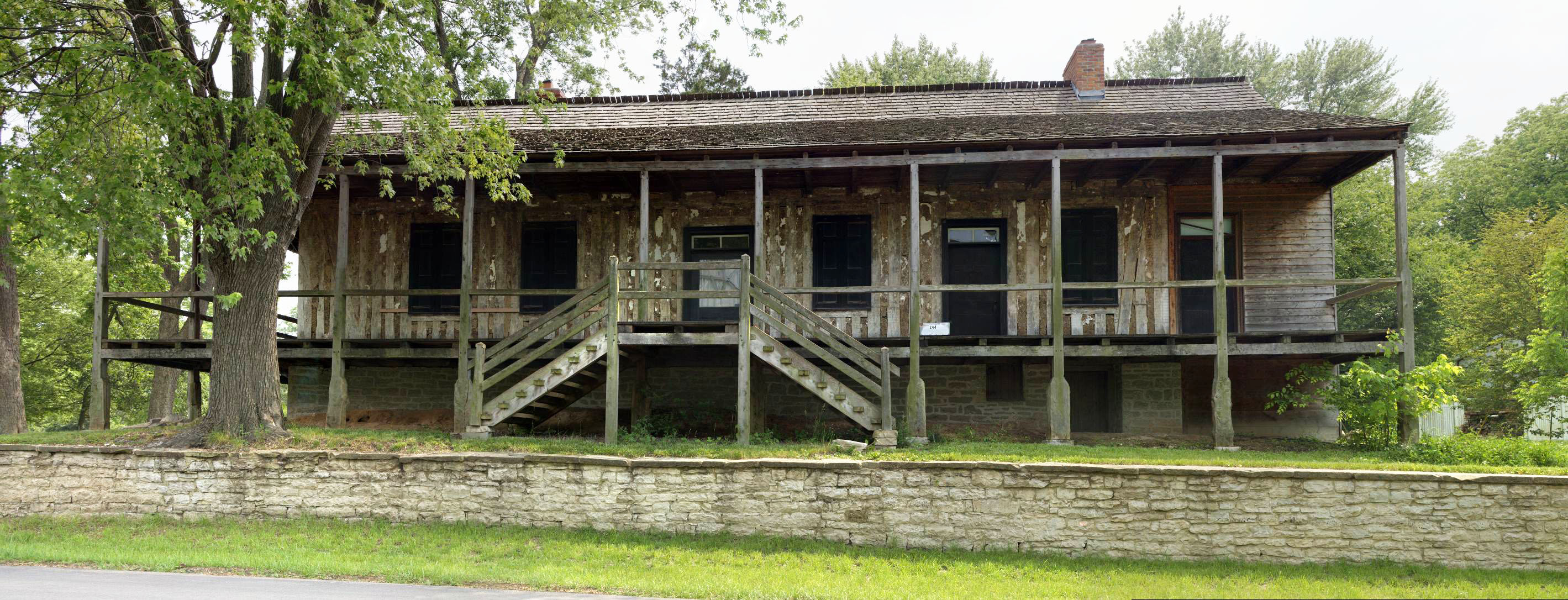 File:Photograph of the Greentree Tavern in Ste Genevieve MO.jpg ...
