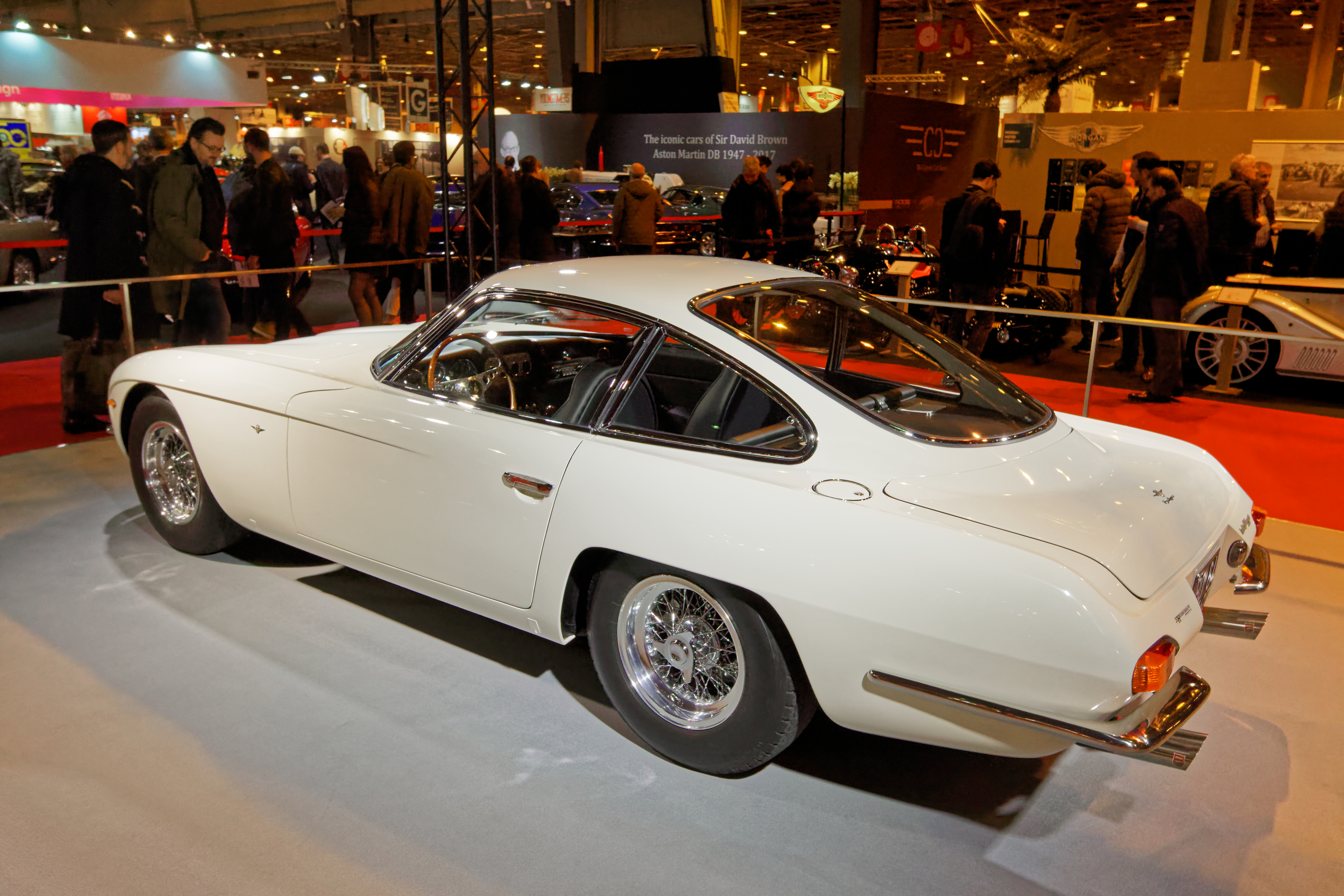 https://upload.wikimedia.org/wikipedia/commons/1/14/R%C3%A9tromobile_2017_-_Lamborghini_350_GT_coup%C3%A9_touring_-_1964_-_002.jpg