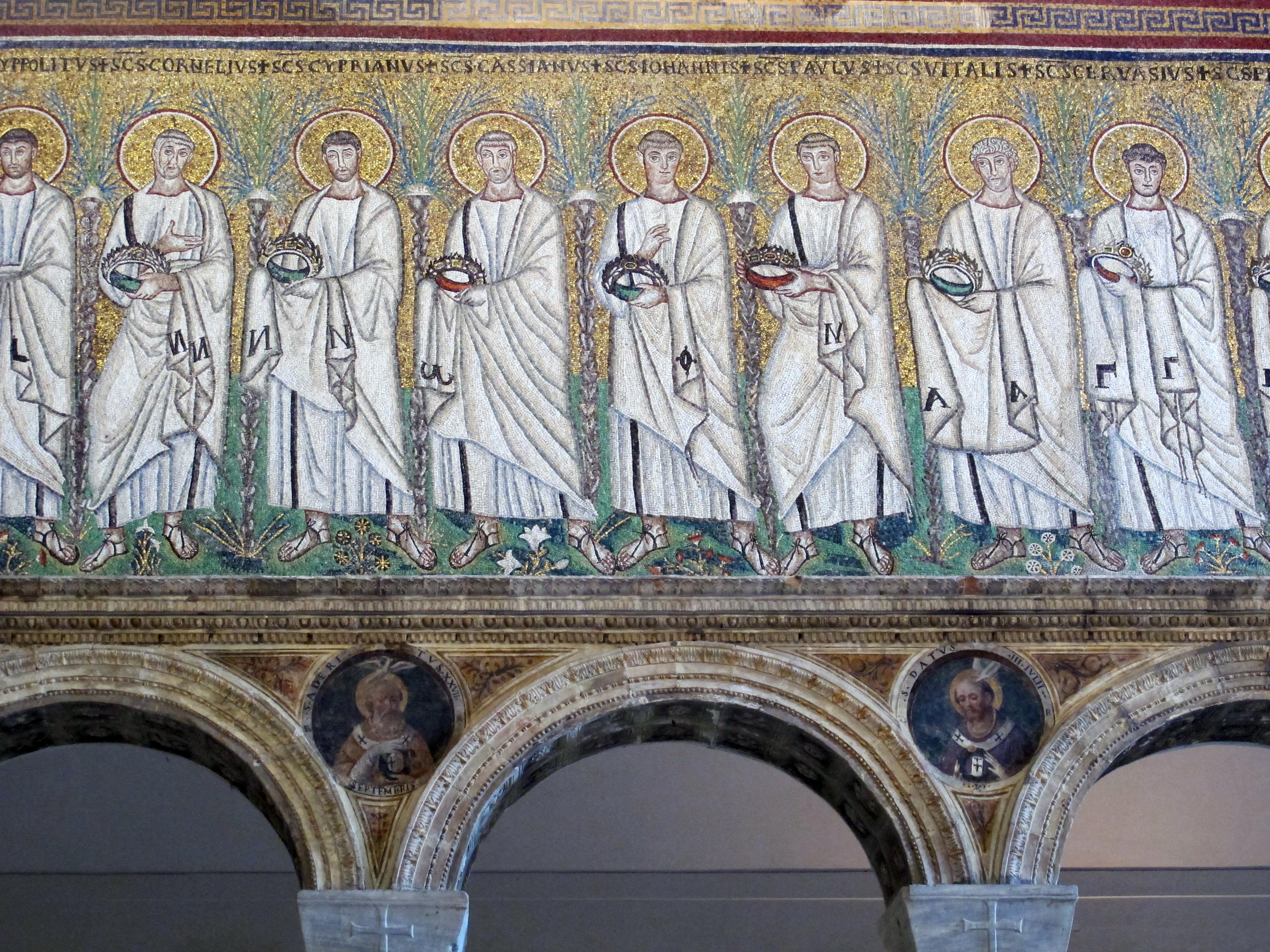 https://upload.wikimedia.org/wikipedia/commons/1/14/Ravenna%2C_sant%27apollinare_nuovo%2C_int.%2C_santi_martiri_offerenti%2C_epoca_del_vescovo_agnello%2C_02.JPG