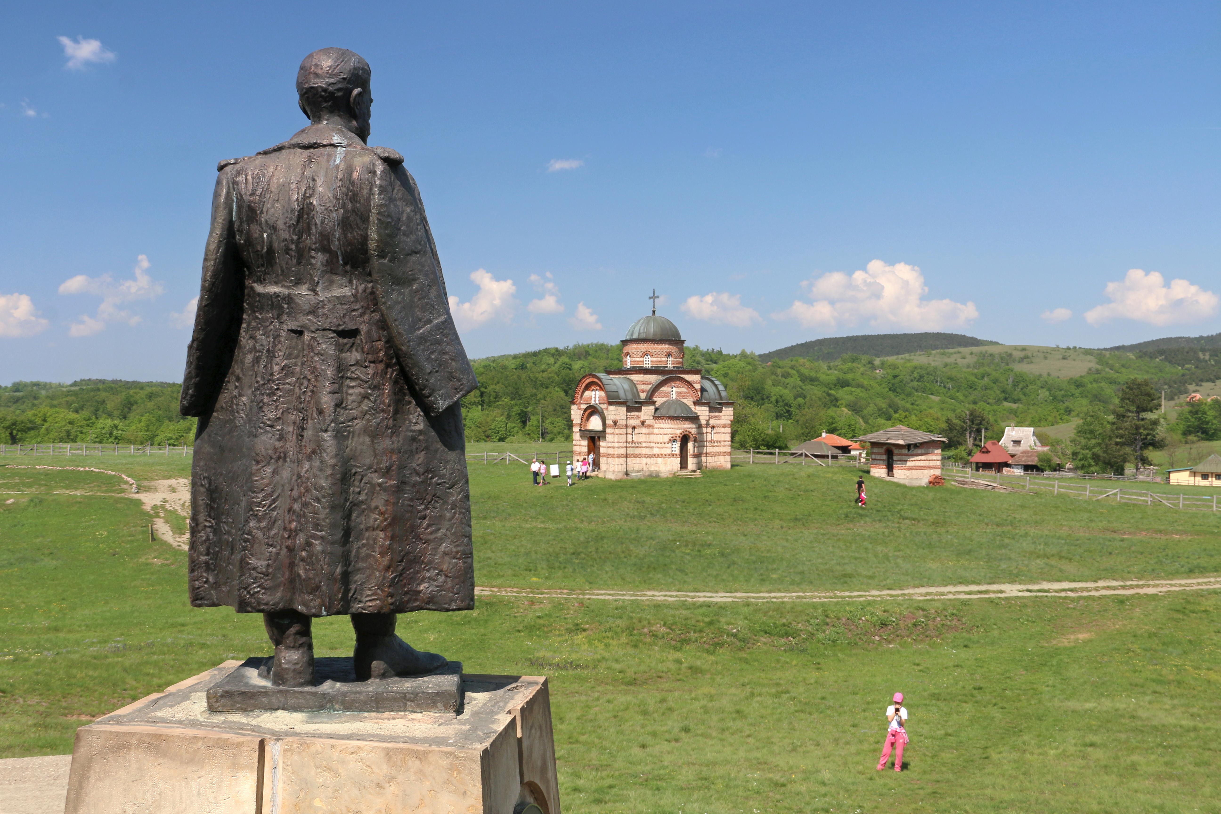 File Ravna Gora Spomenik Drazi Mihailovicu I Crkva Svetog đorđa