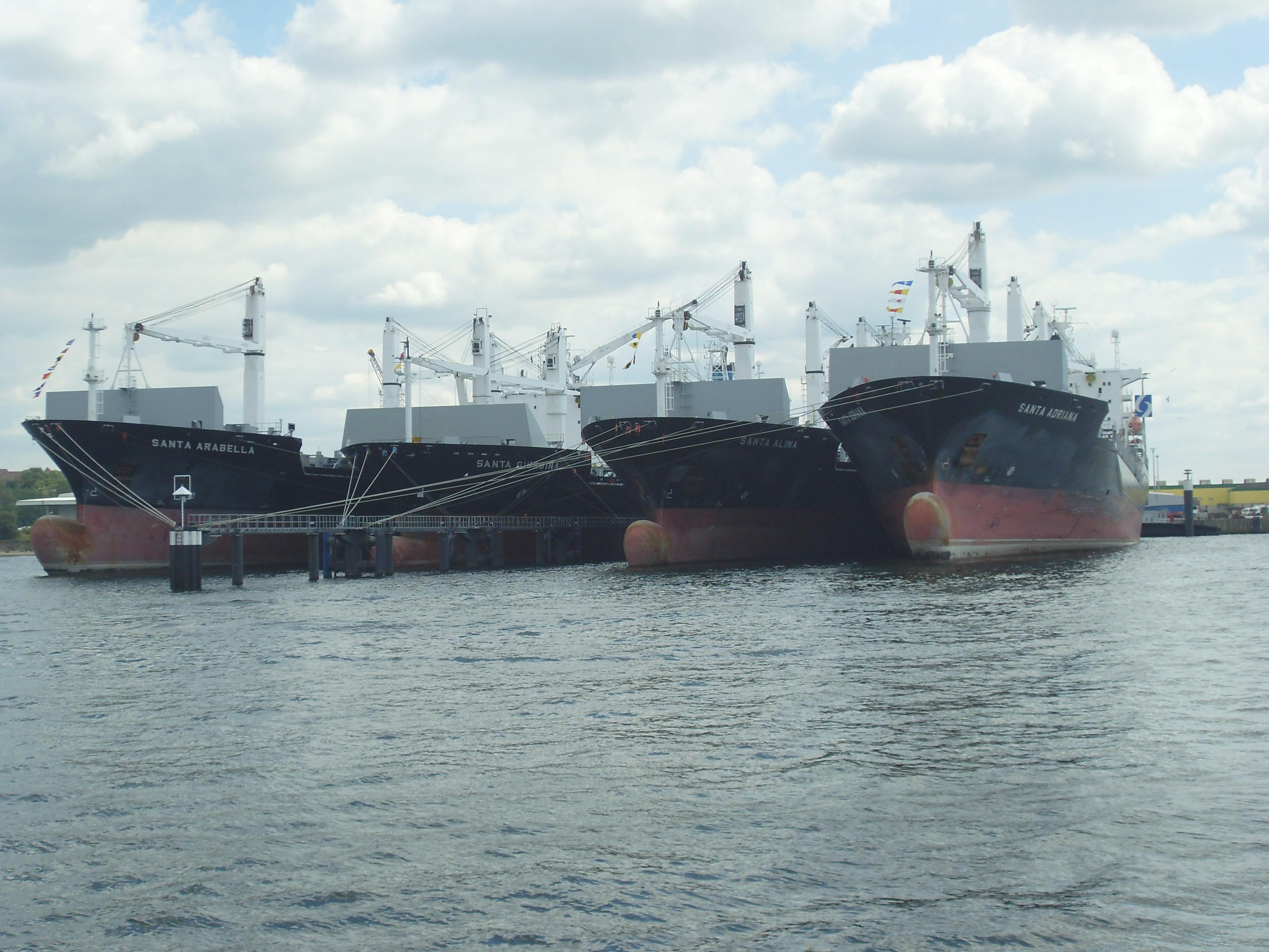 eine Flotte auf ''Reede'' in Kiel