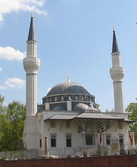 https://upload.wikimedia.org/wikipedia/commons/1/14/Sehitlik1_Moschee_Berlin.JPG