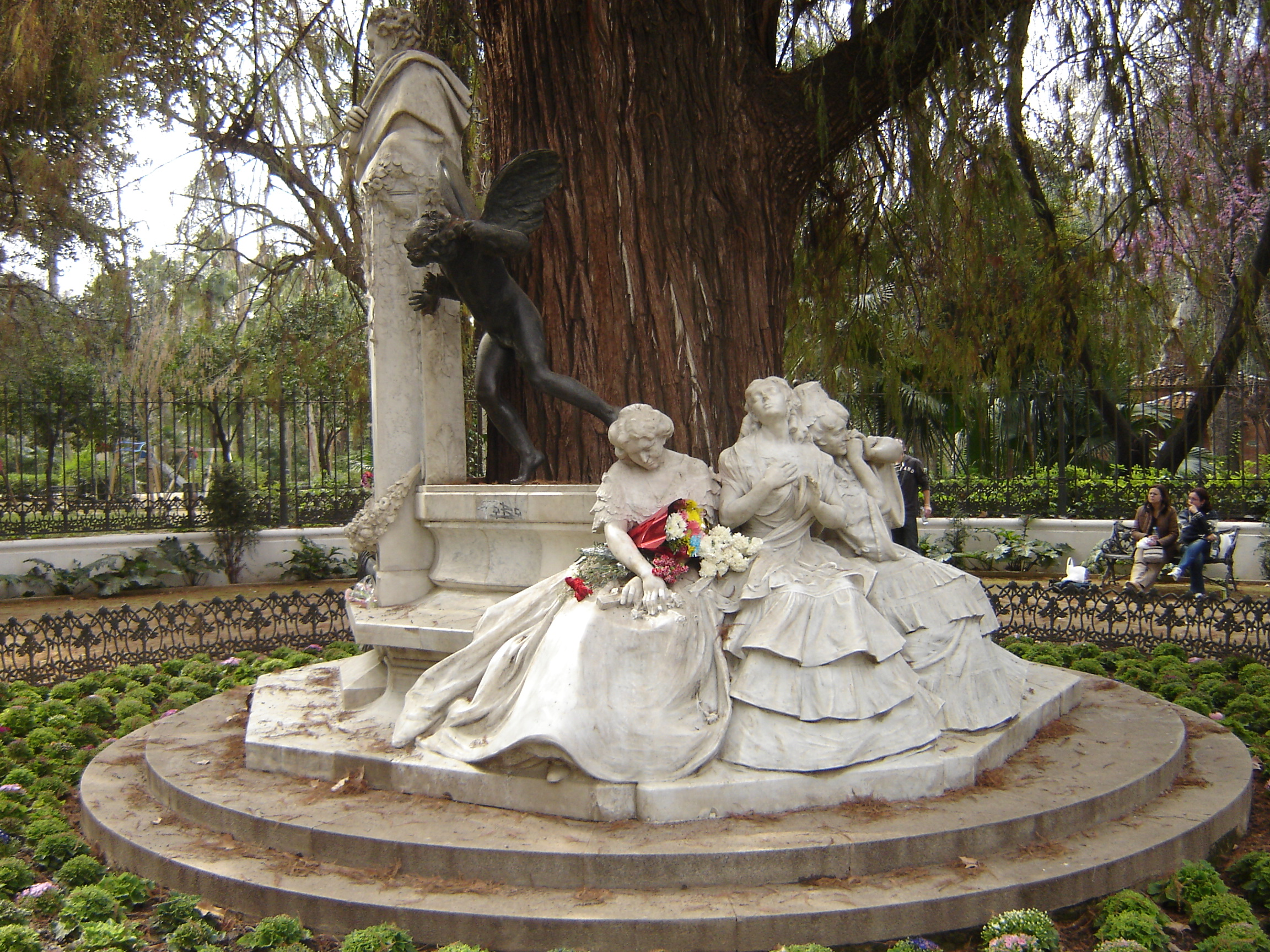 http://upload.wikimedia.org/wikipedia/commons/1/14/SevillaGlorietaDeBecquer04.JPG