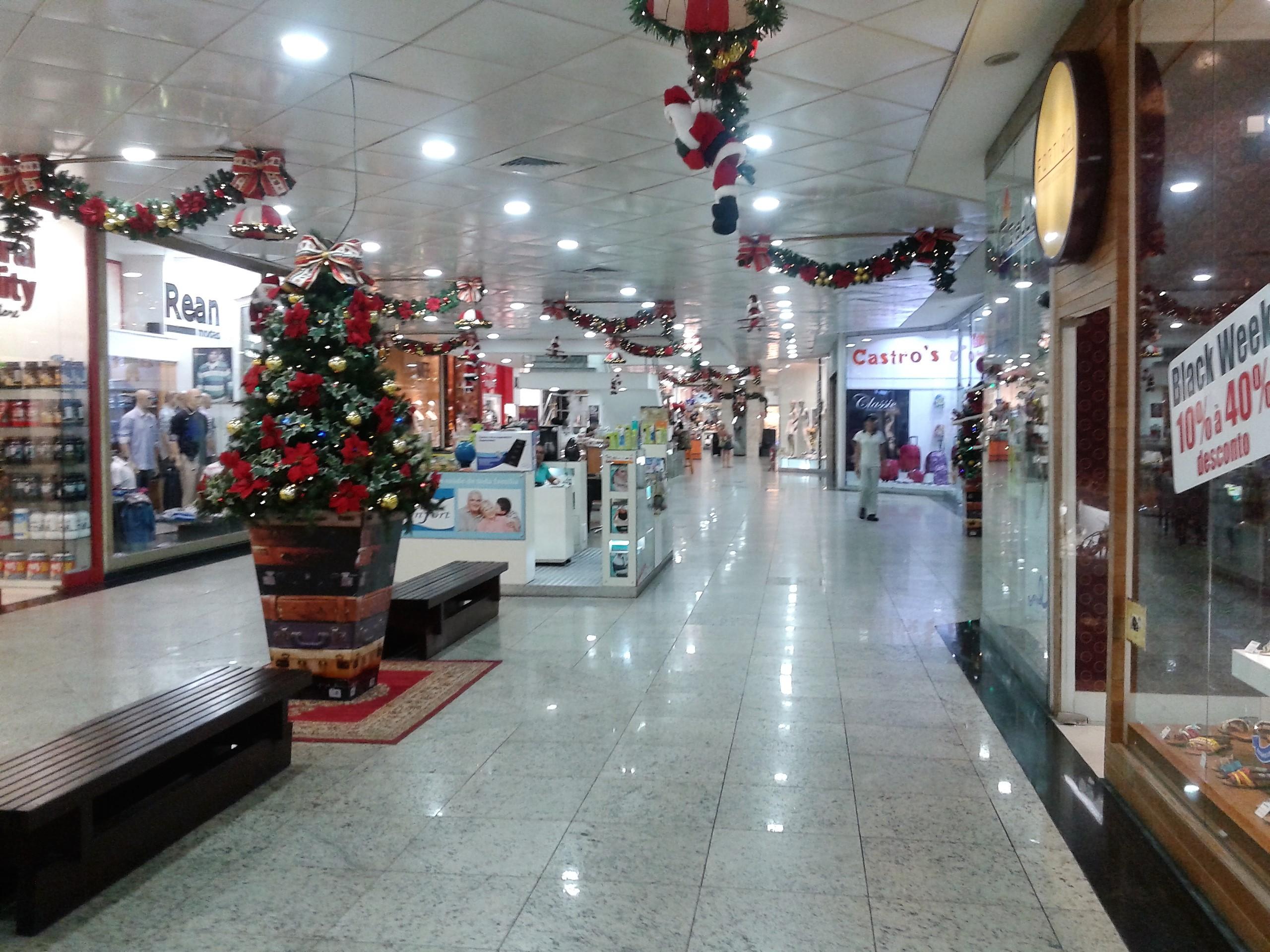 b9edcd393b0 File Shopping Itaigara Corredor.jpg - Wikimedia Commons