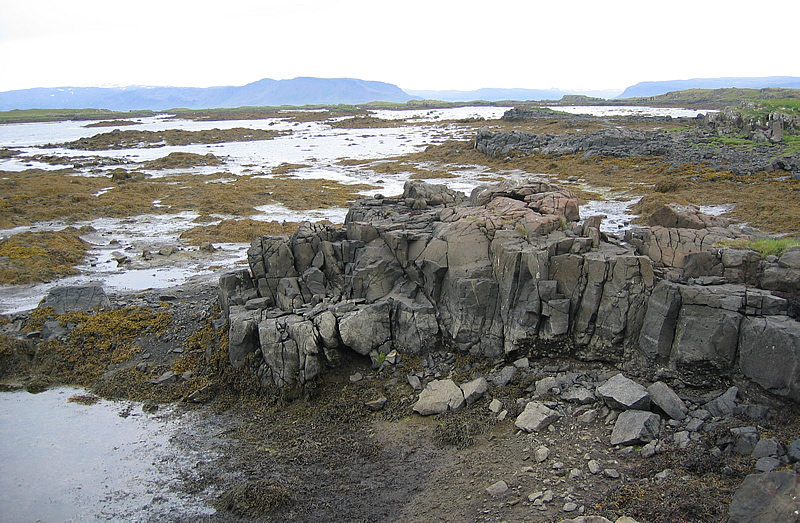 File:Skaleyjar-fjara.jpg