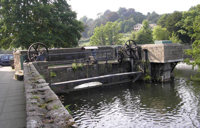 Sluice Gates - geograph.org.uk - 356578