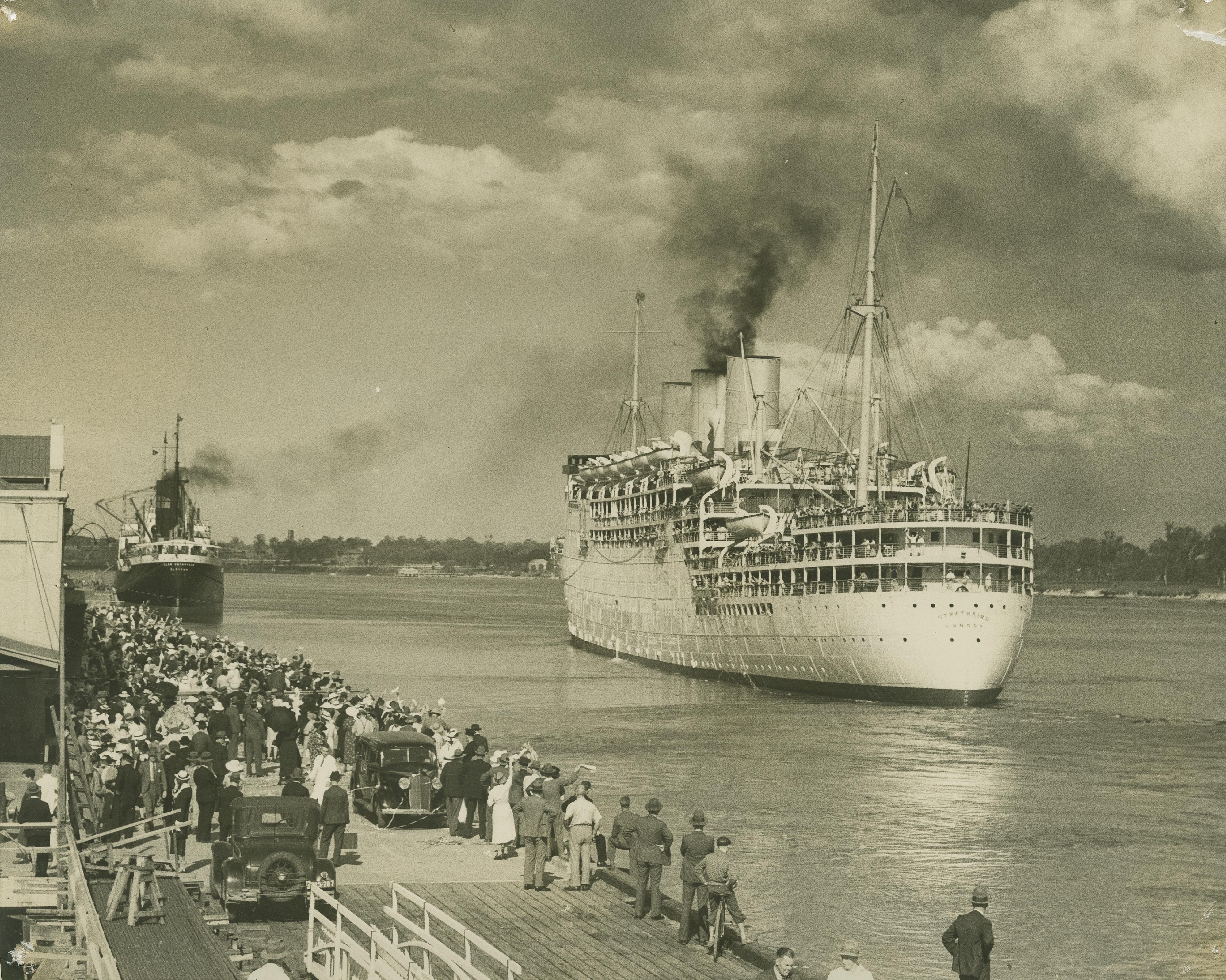 FileStateLibQld 1 250796 Cruise Ship Strathaird Leaving