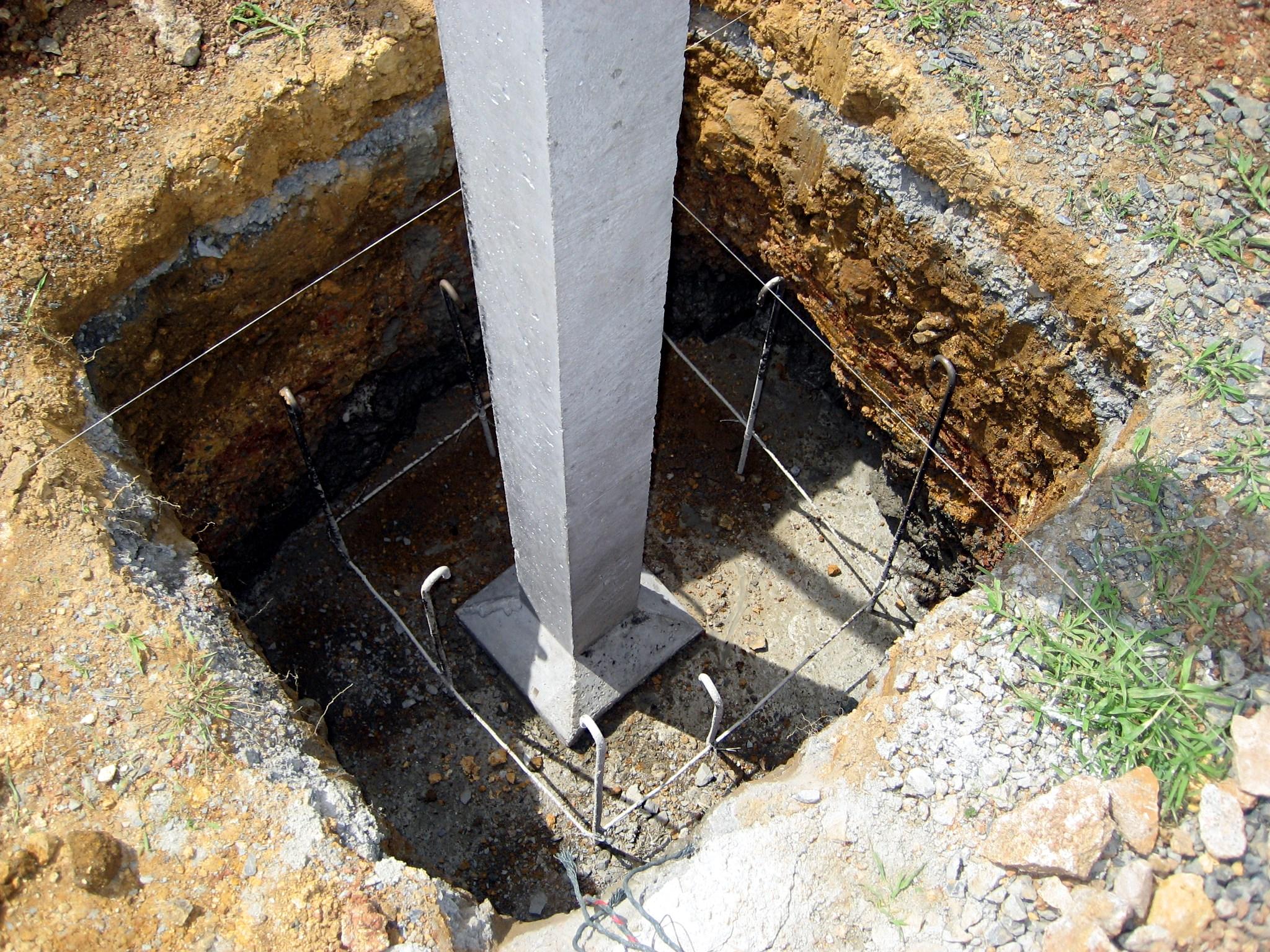 Concrete Pole House : File thai house column in situ g wikimedia commons
