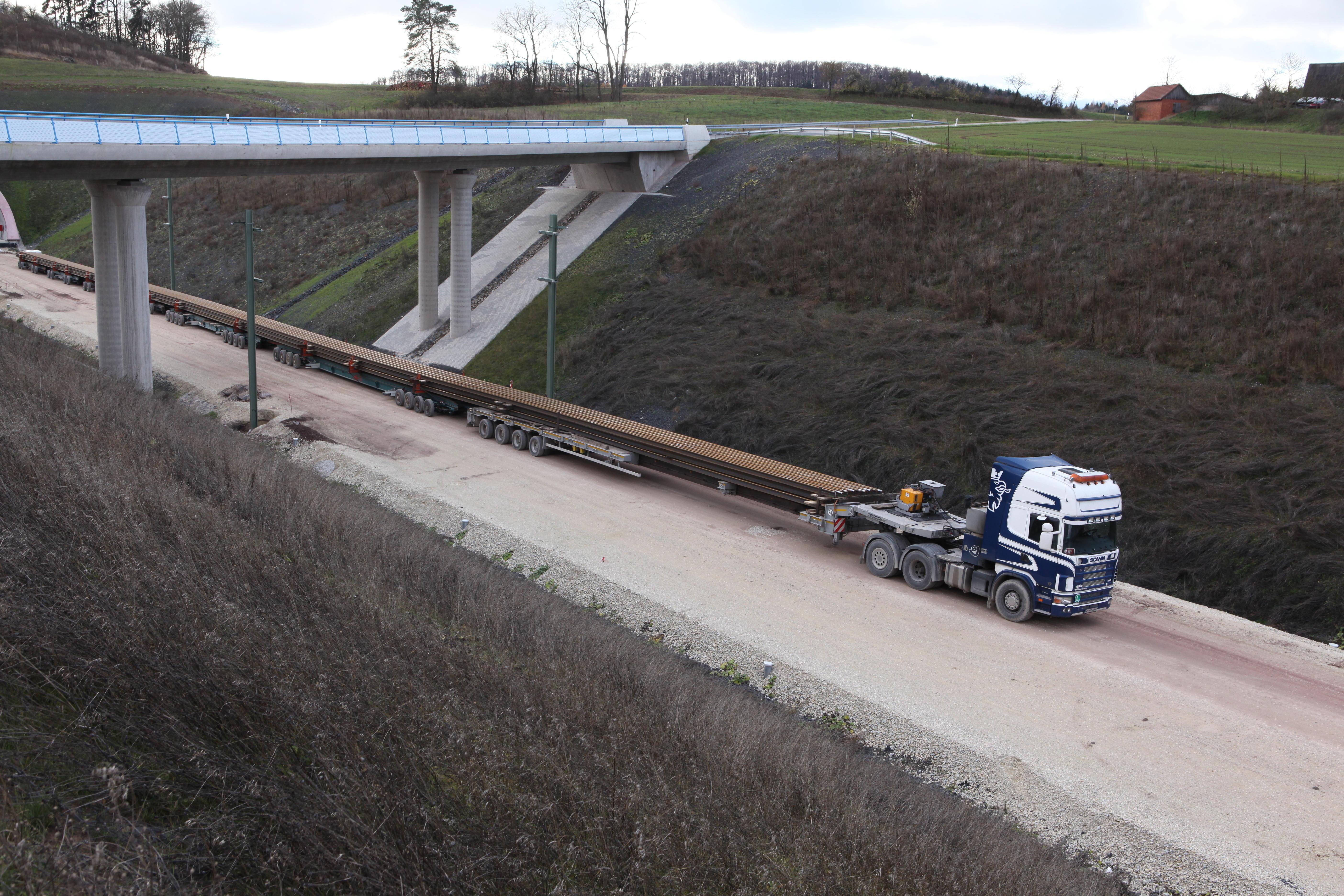 November 2013, Schienentransportfahrzeug beim Tunnel Reitersberg