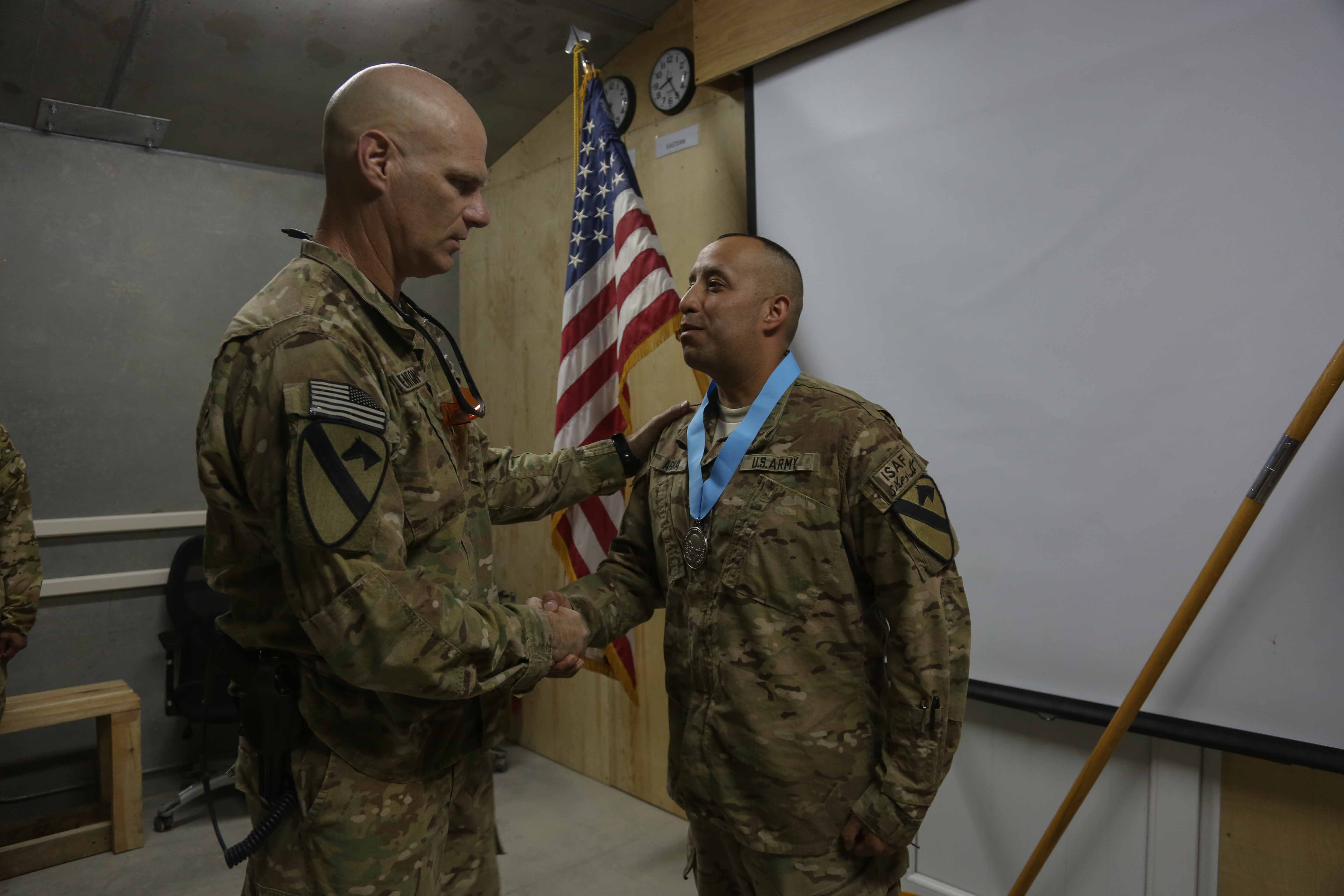File U S Army Command Sgt Maj Christopher Menton Left With The 4th Brigade Combat Team 1st