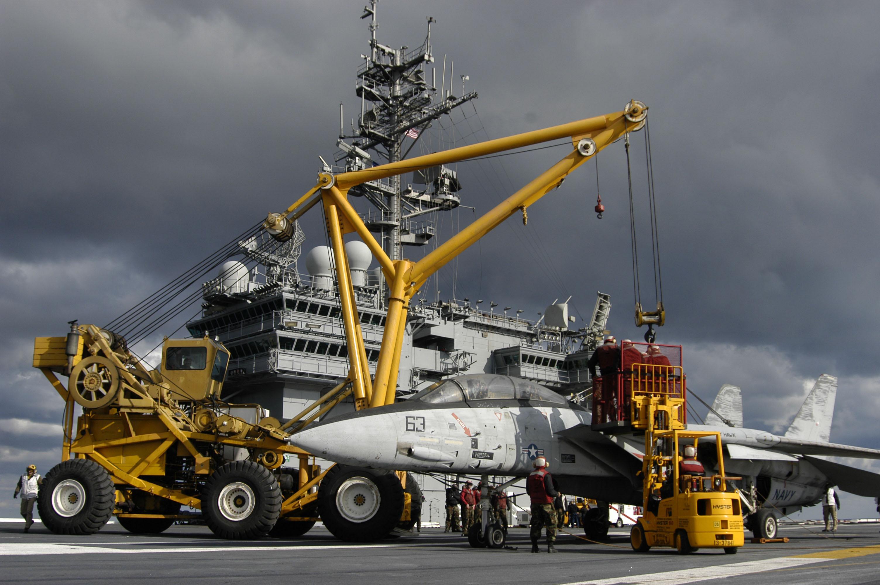 File:US Navy 050113-N-5781F-041 Crash-and-salvage