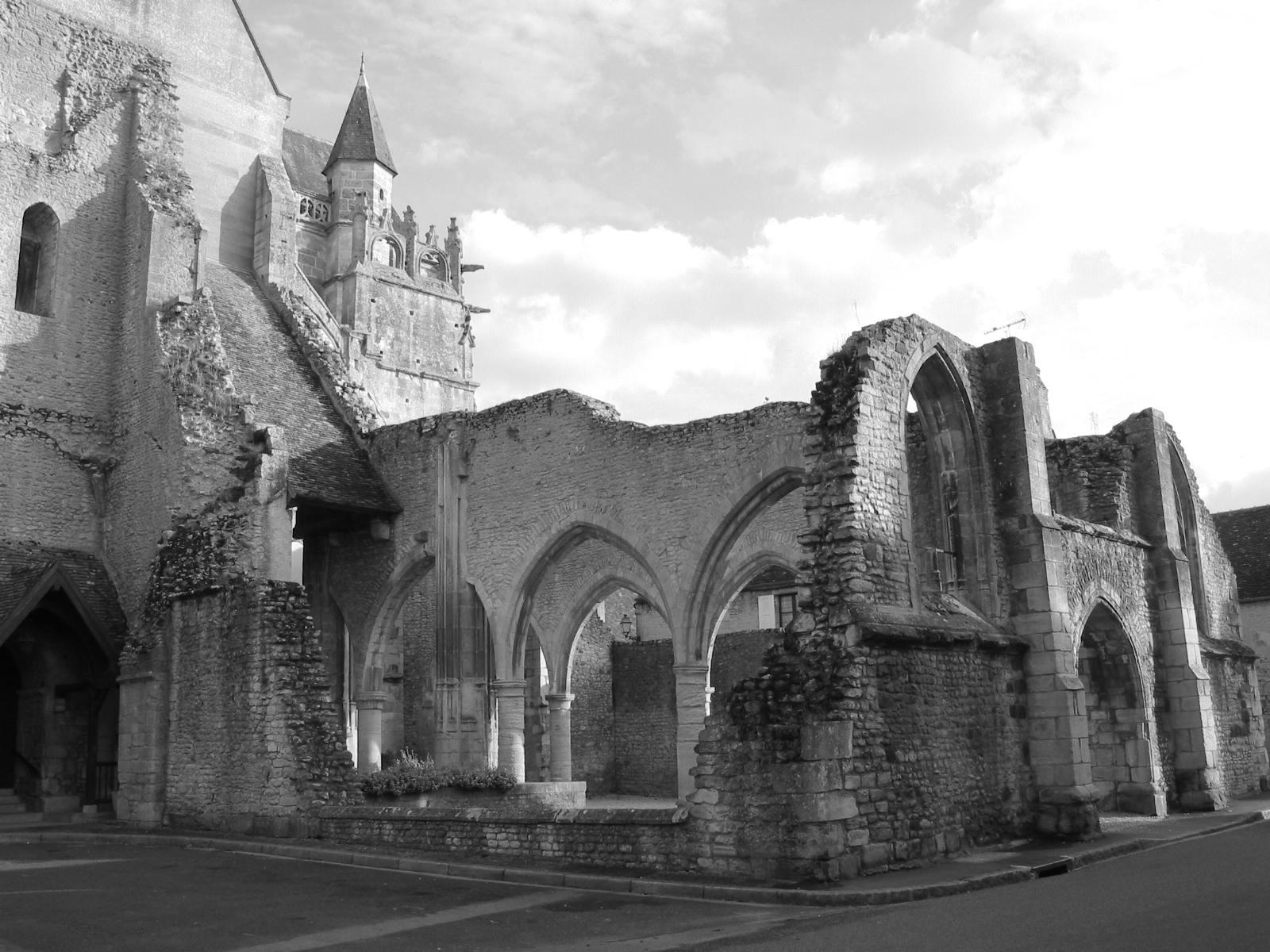 Énigme 178 - l'Eglise Notre Dame d'Écouché - Page 2 Vue_de_l'%C3%A9glise_d'Ecouch%C3%A9_02