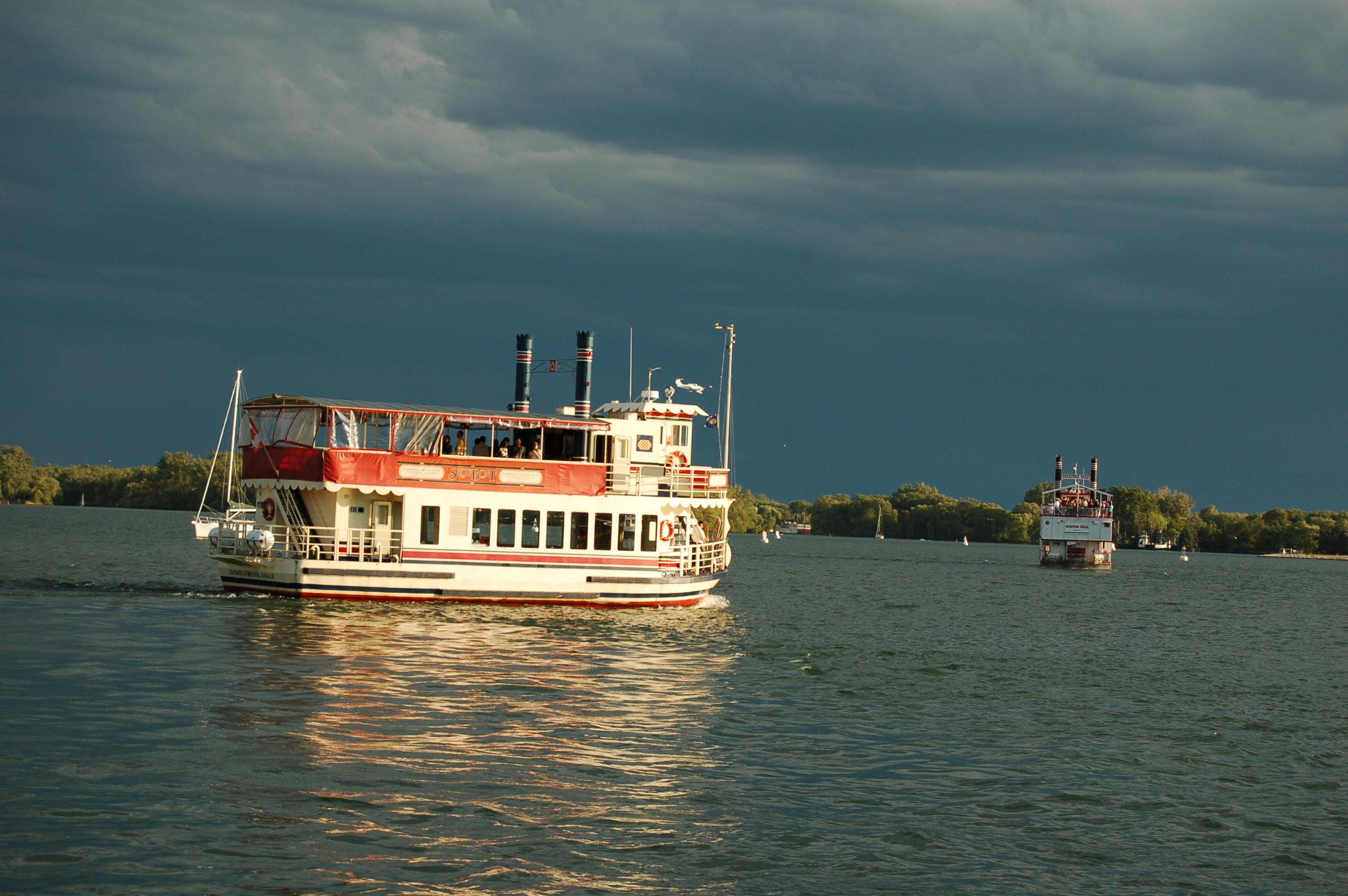 File:Water transport in Toronto 2007-07-12 -a (1306608073