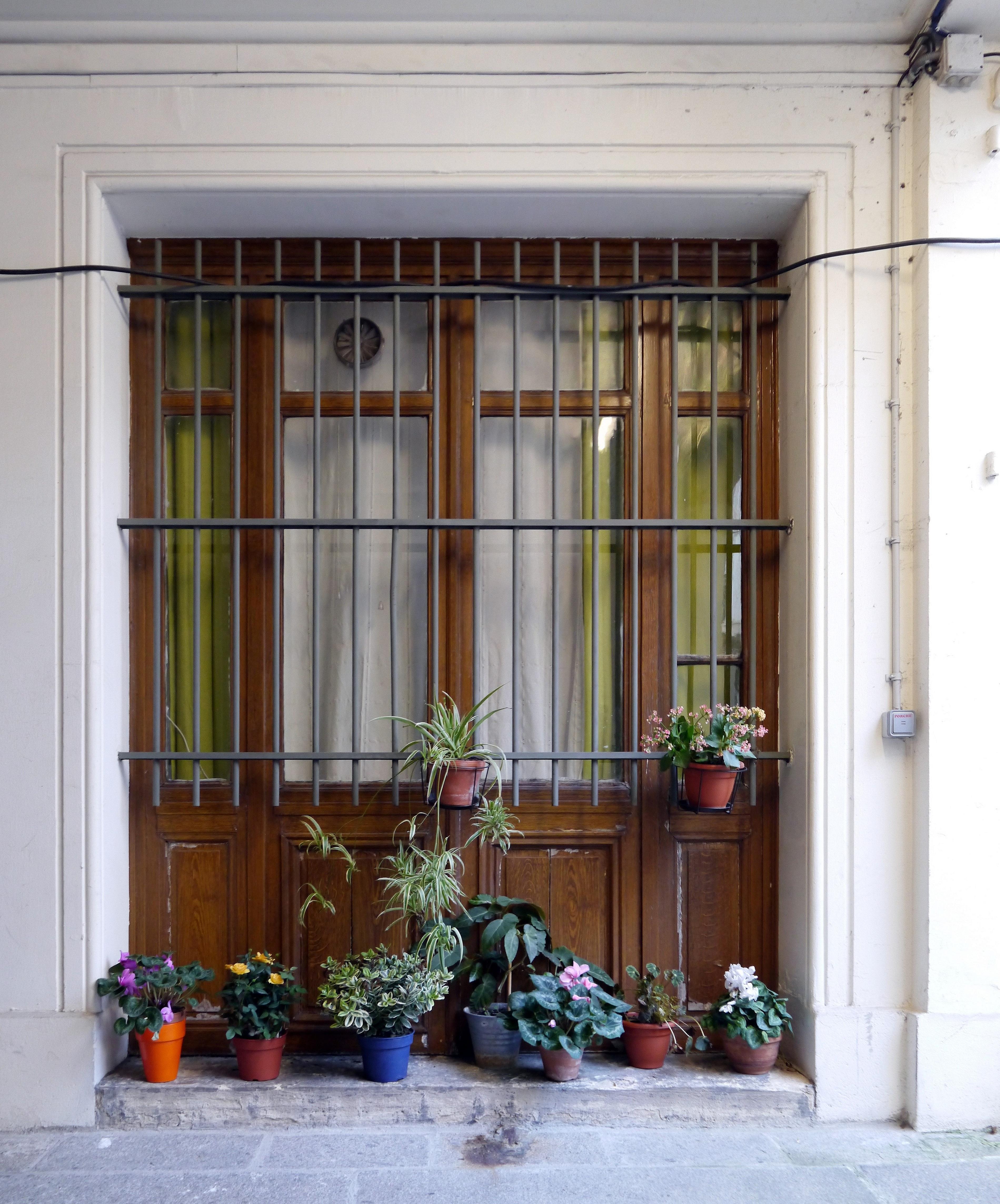 file window rue de rochechouart paris wikimedia commons. Black Bedroom Furniture Sets. Home Design Ideas