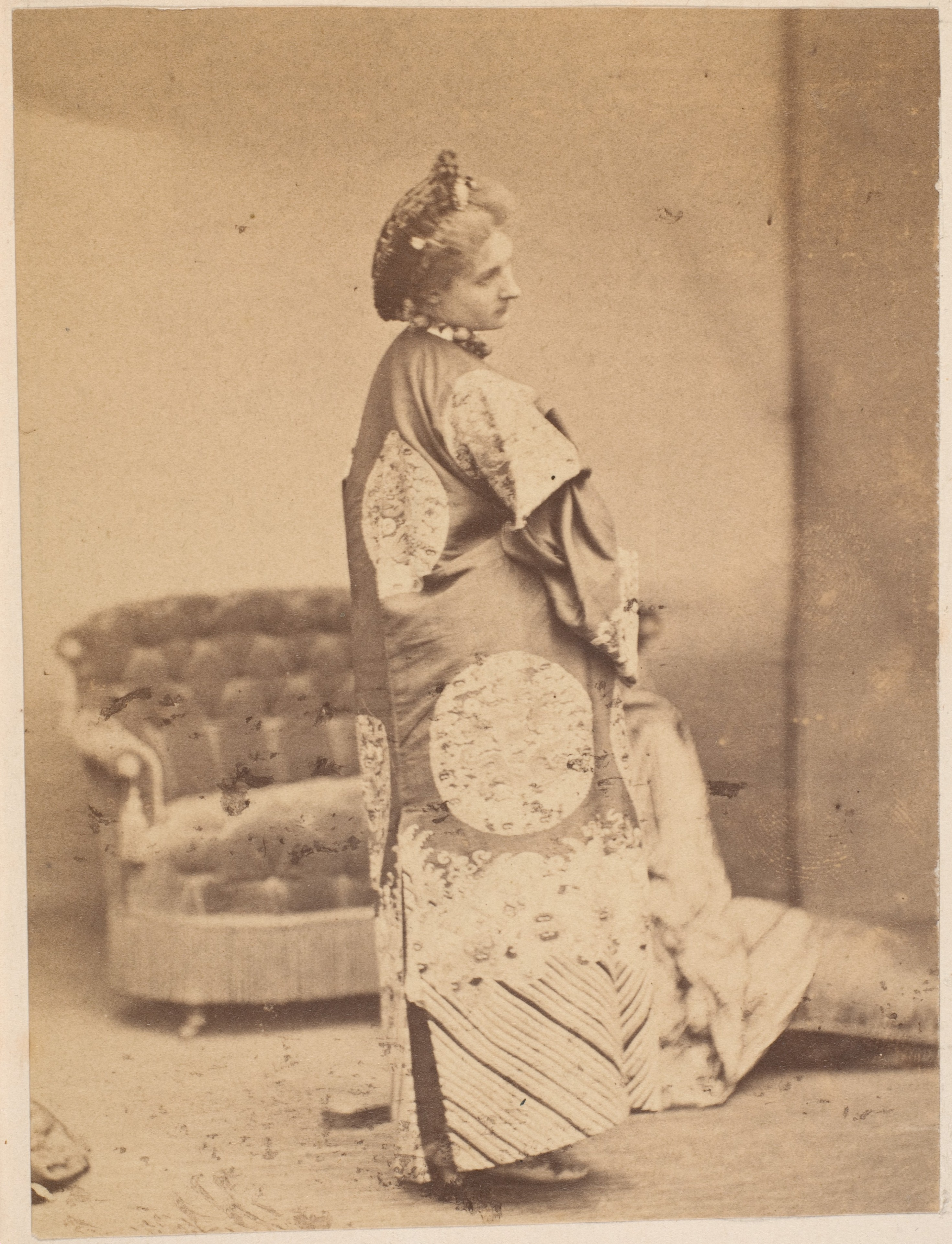 -Album page with ten photographs of La Comtesse mounted recto and verso- MET DP235114.jpg