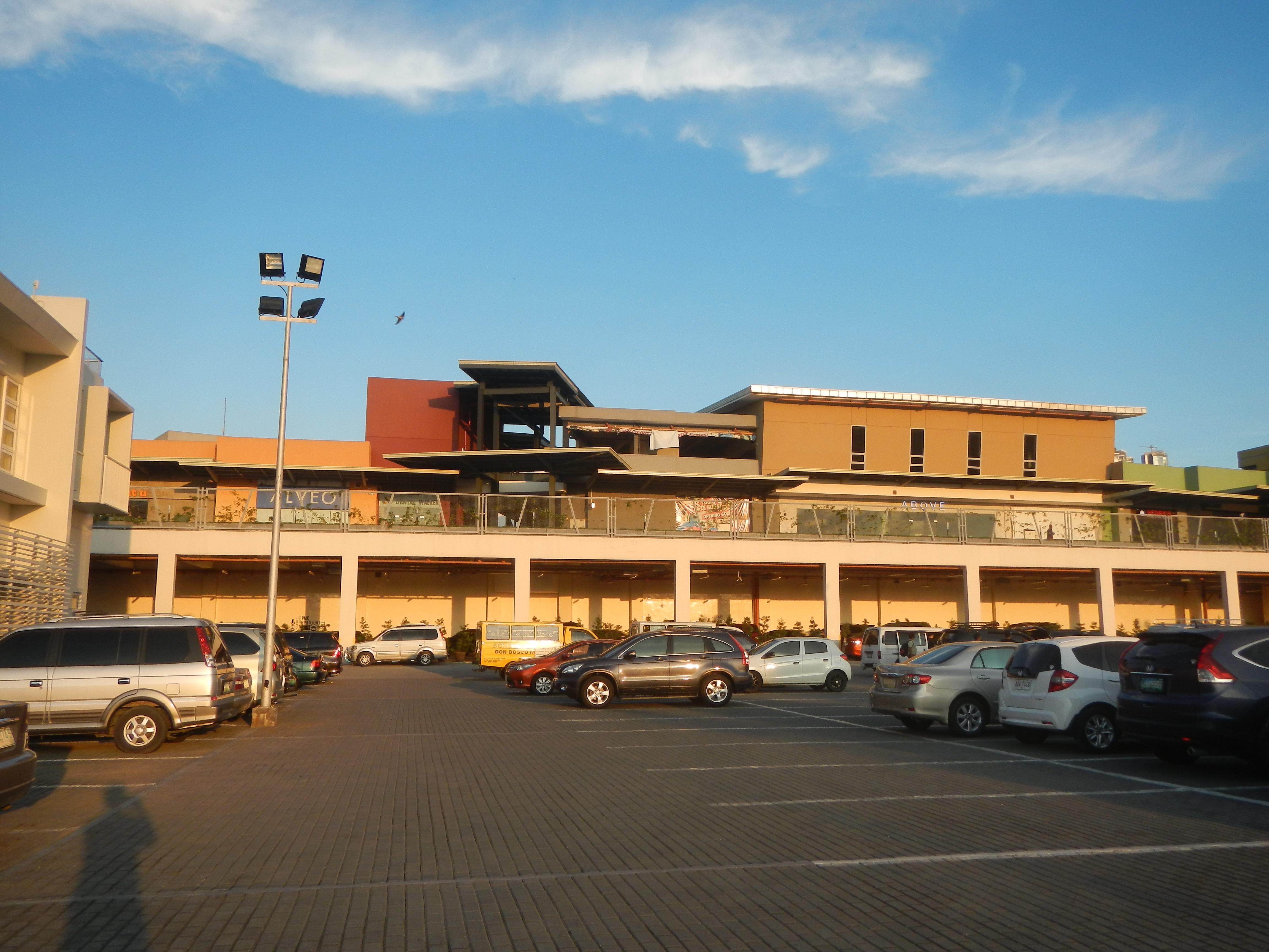 File:07935jfExterior of Circuit Lane Ayala Malls Circuit Carmona