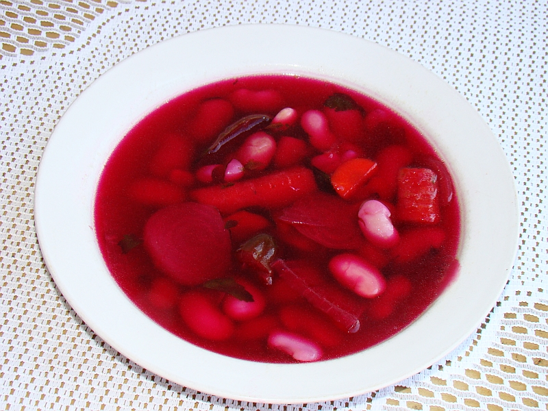 08401 Beetroot soup with vegetables and beans, Sanok