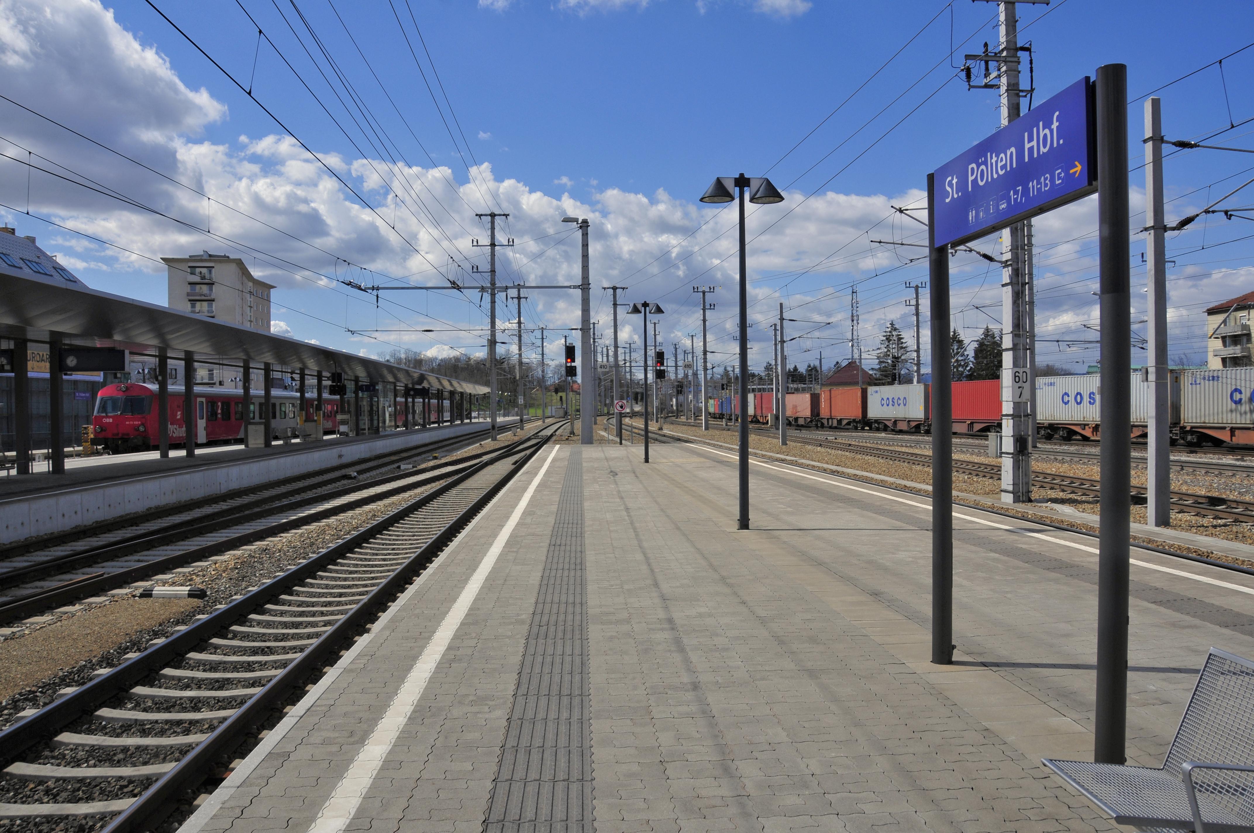 File 13 04 13 St Poelten Bahnhof 252 Jpg Wikimedia Commons