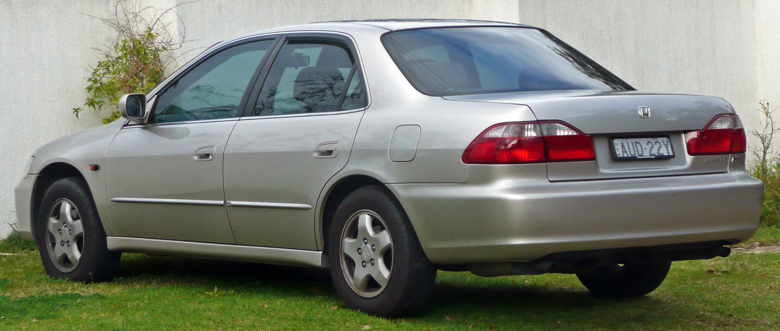 File:1997-2001 Honda Accord V6 sedan 02.jpg