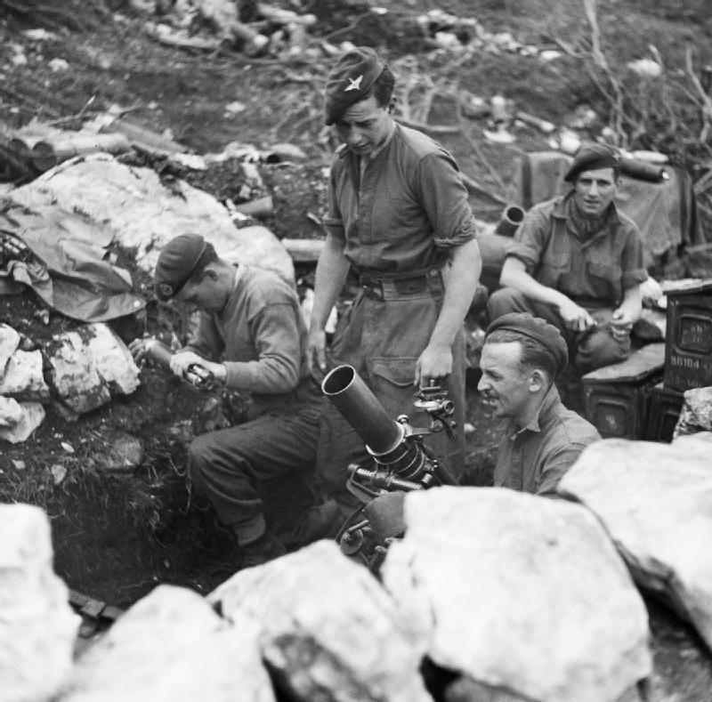 File:4 Para mortar team Italy 1944 jpg - Wikimedia Commons