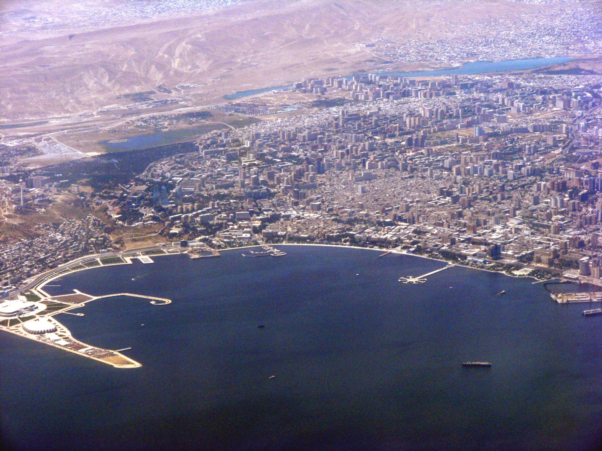 vue aérienne de la baie de Bakou