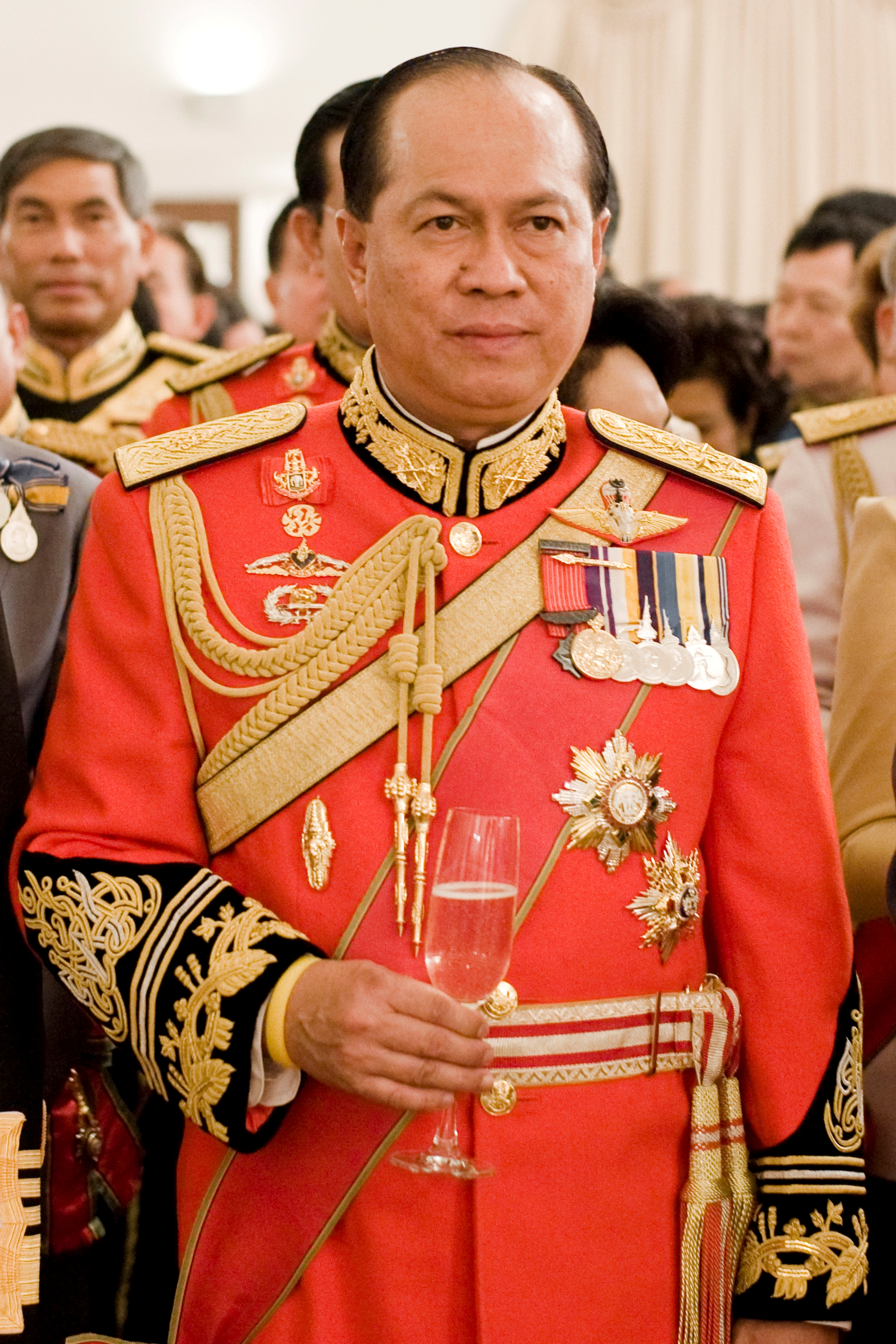... Anupong Paochinda (in 1st Infantry Regiment's royal guard uniform).jpg