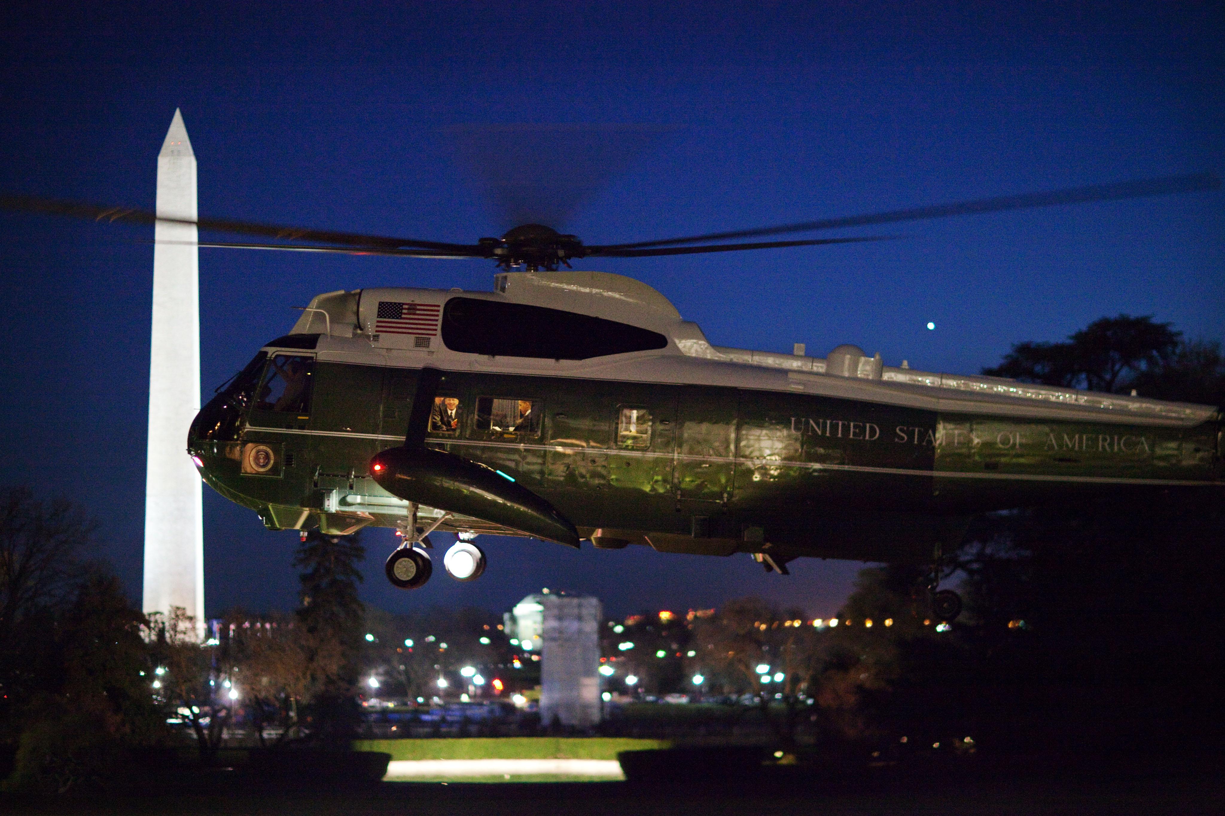 filebarack obama in marine one by nightjpg
