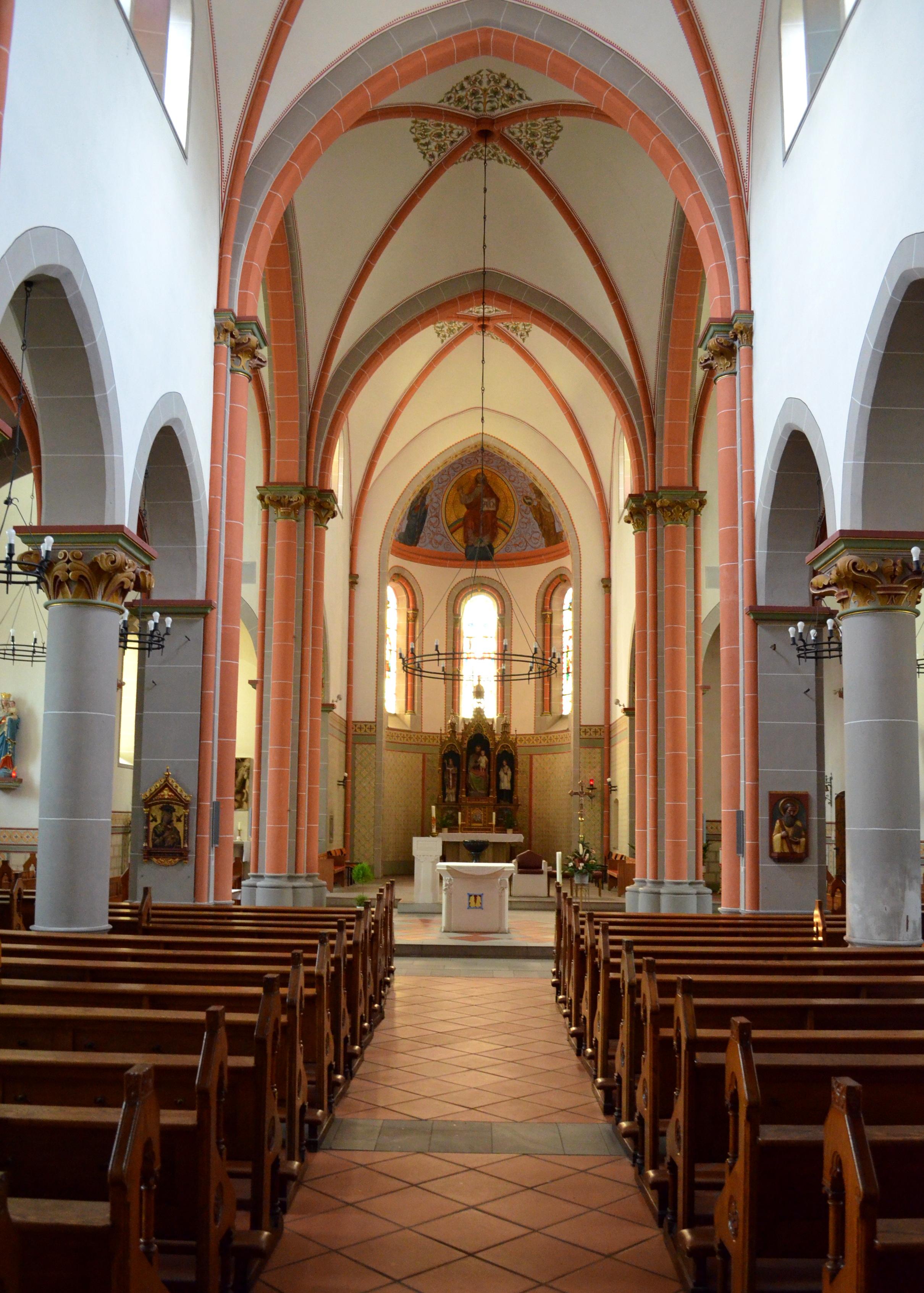 Bestand bassenheim martinuskerk overzicht for Interieur wikipedia