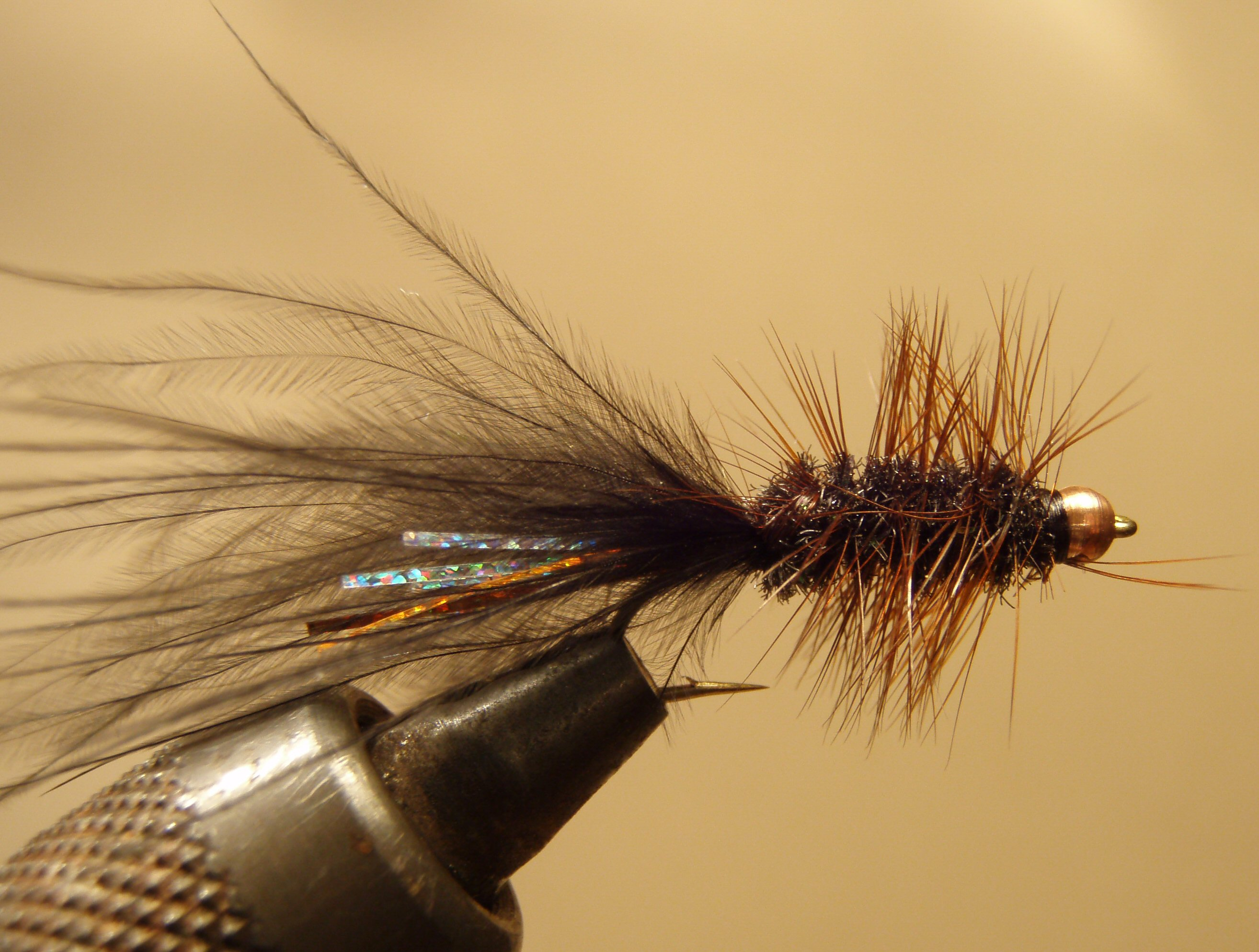 Fly tying wooly bugger for Sacramento bee fishing line