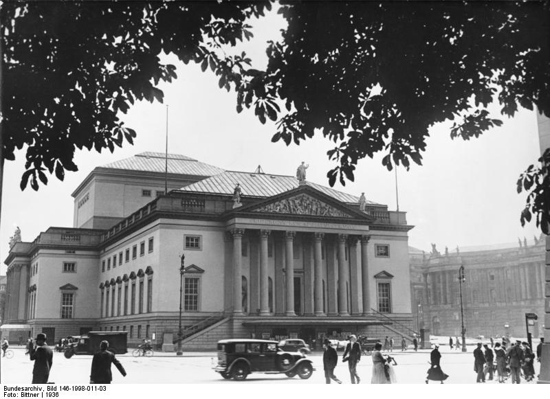 Deutsche Staatsoper, Bundesarchiv, Bild 146-1998-011-03 / Bittner / CC-BY-SA 3.0 [CC BY-SA 3.0 de (https://creativecommons.org/licenses/by-sa/3.0/de/deed.en)], via Wikimedia Commons
