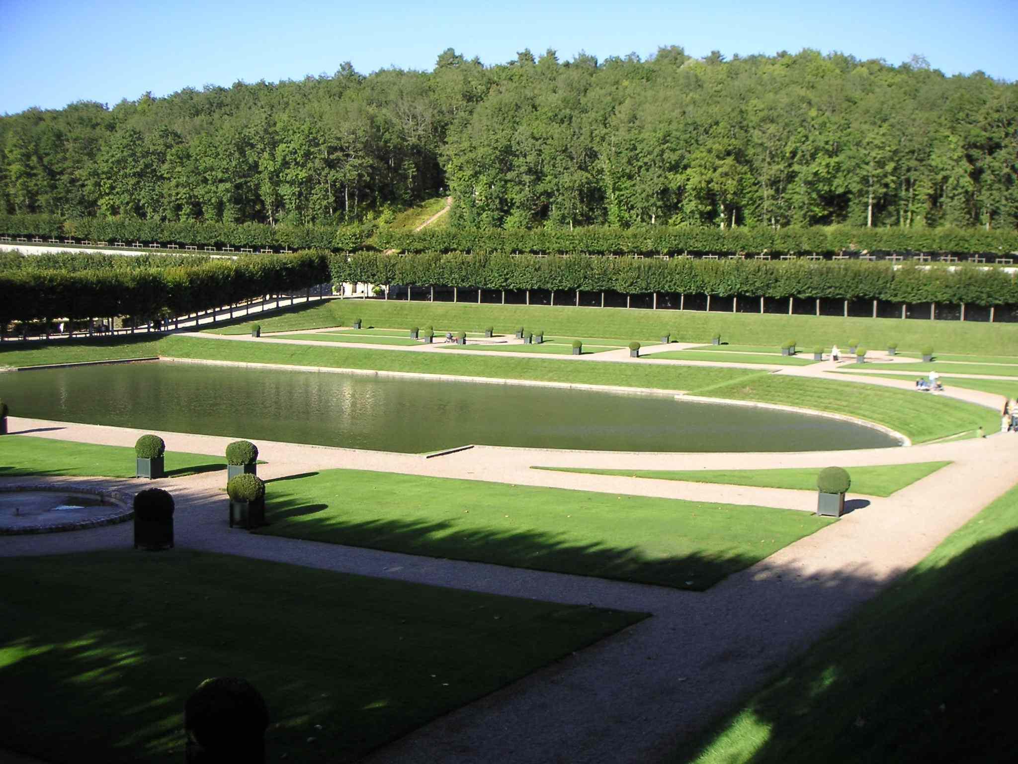 File ch teau de villandry jardin d 39 eau jpg wikimedia commons for Jardin villandry