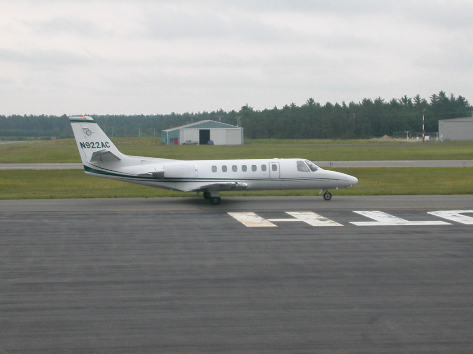 File Charter Plane Plymouth Airport Jpg Wikimedia Commons