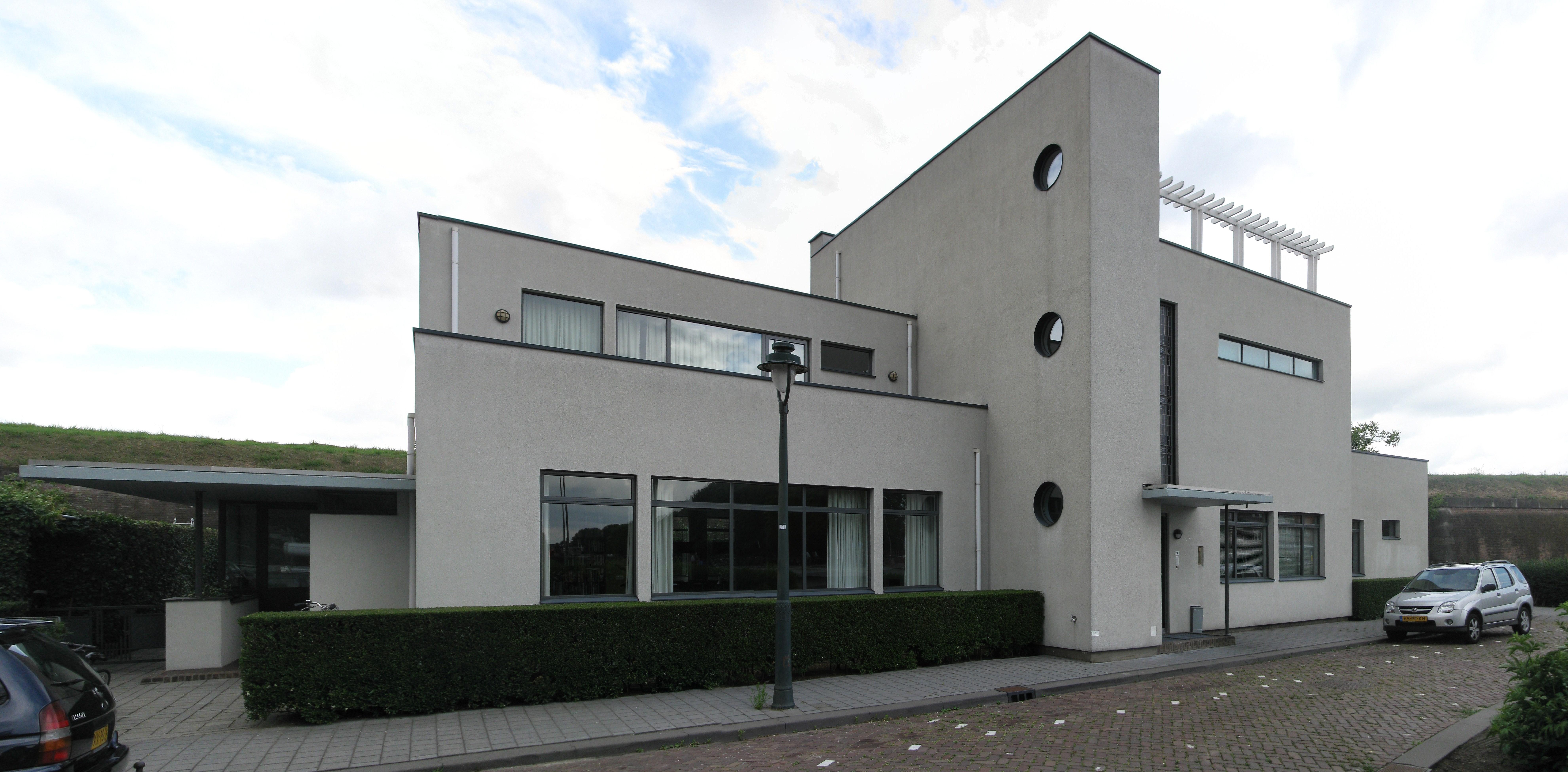 Vrijgelegen voormalig medisch consultatiebureau in 39 s hertogenbosch monument - Foto van eigentijds huis ...