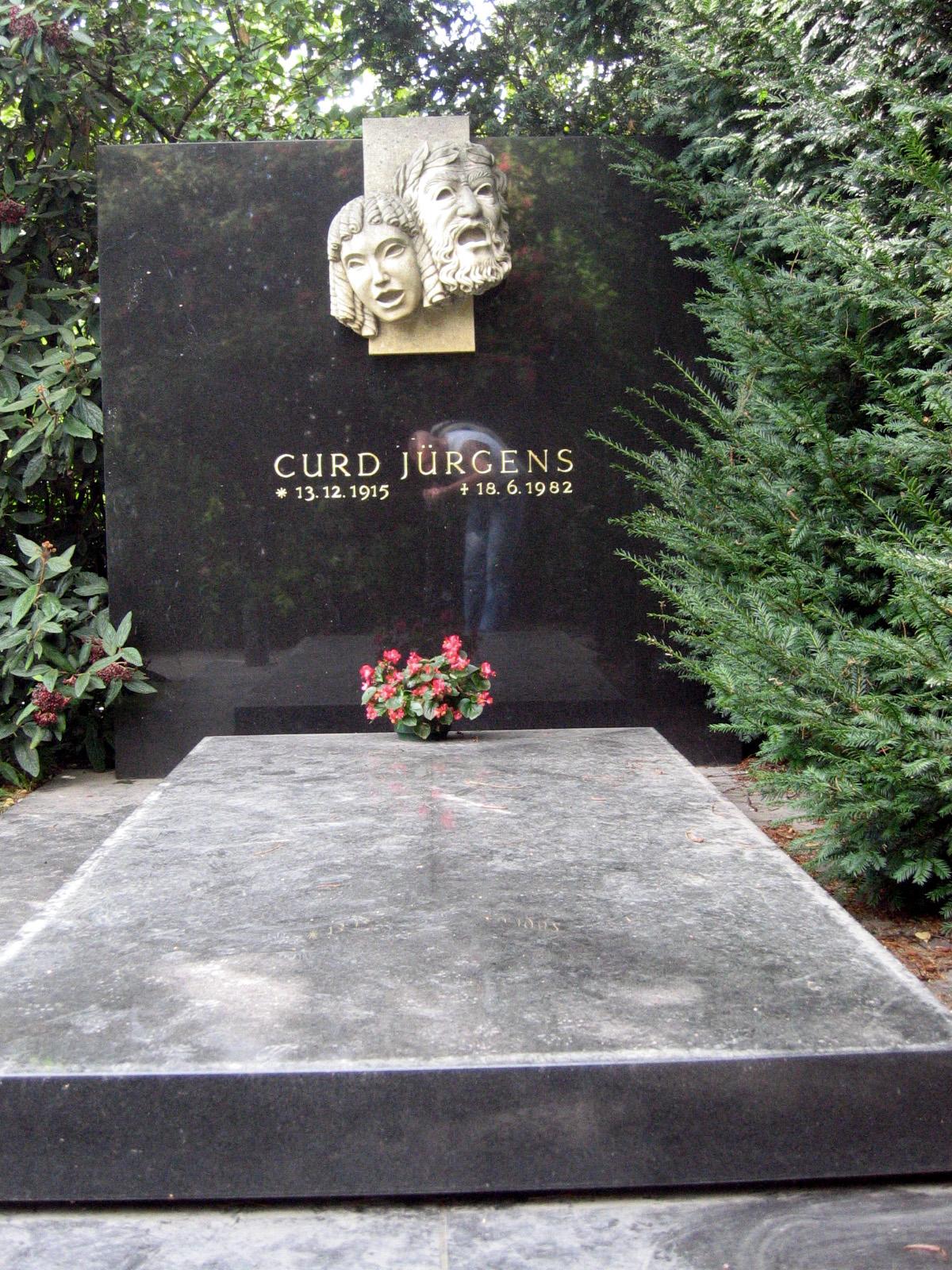 Grab von Curd Jürgens