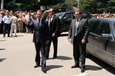 File:Dmitry Medvedev in South Ossetia cominf-3.JPG