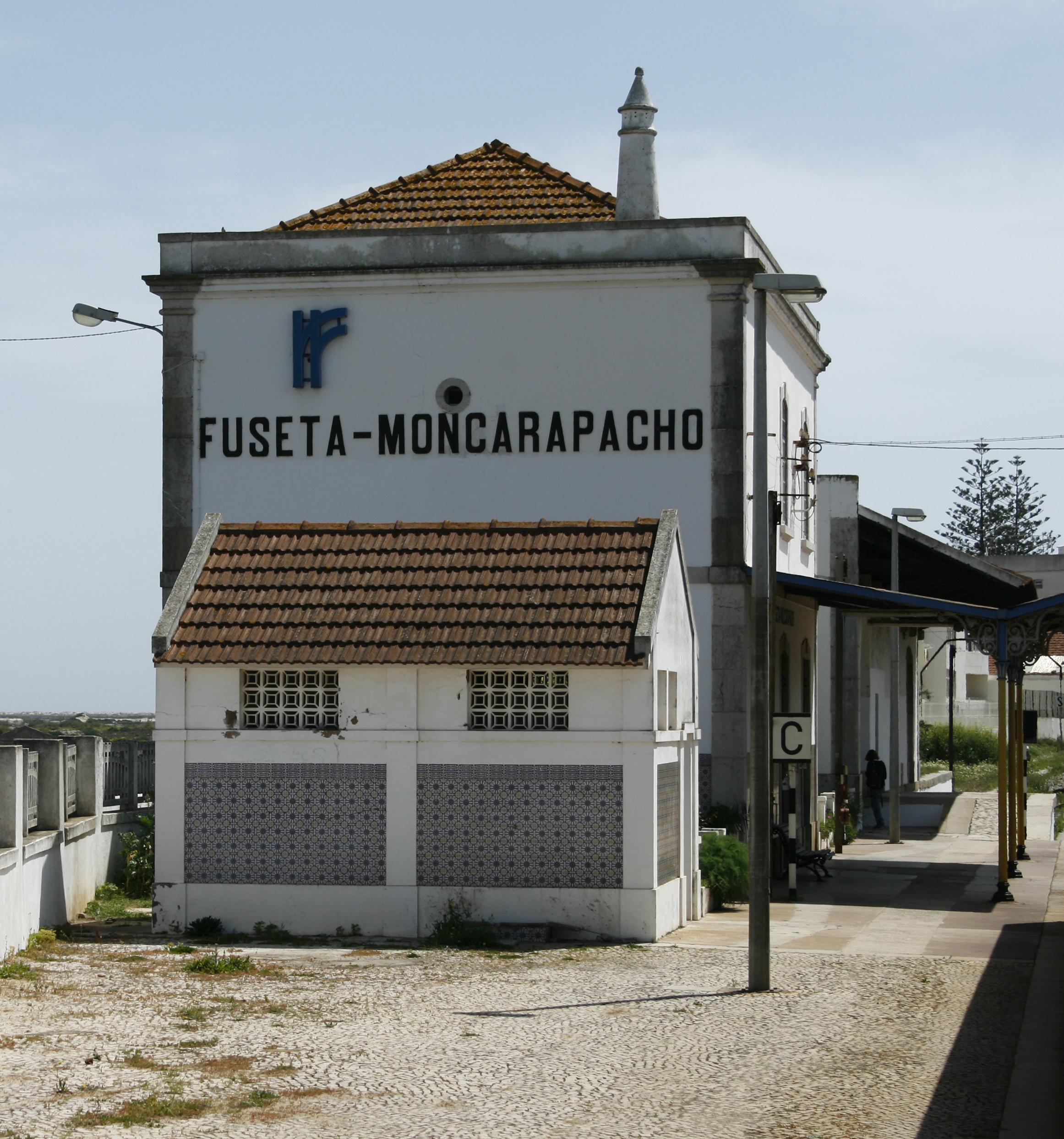 Monte Gordo Restaurant On The Beach Suckiling Pig