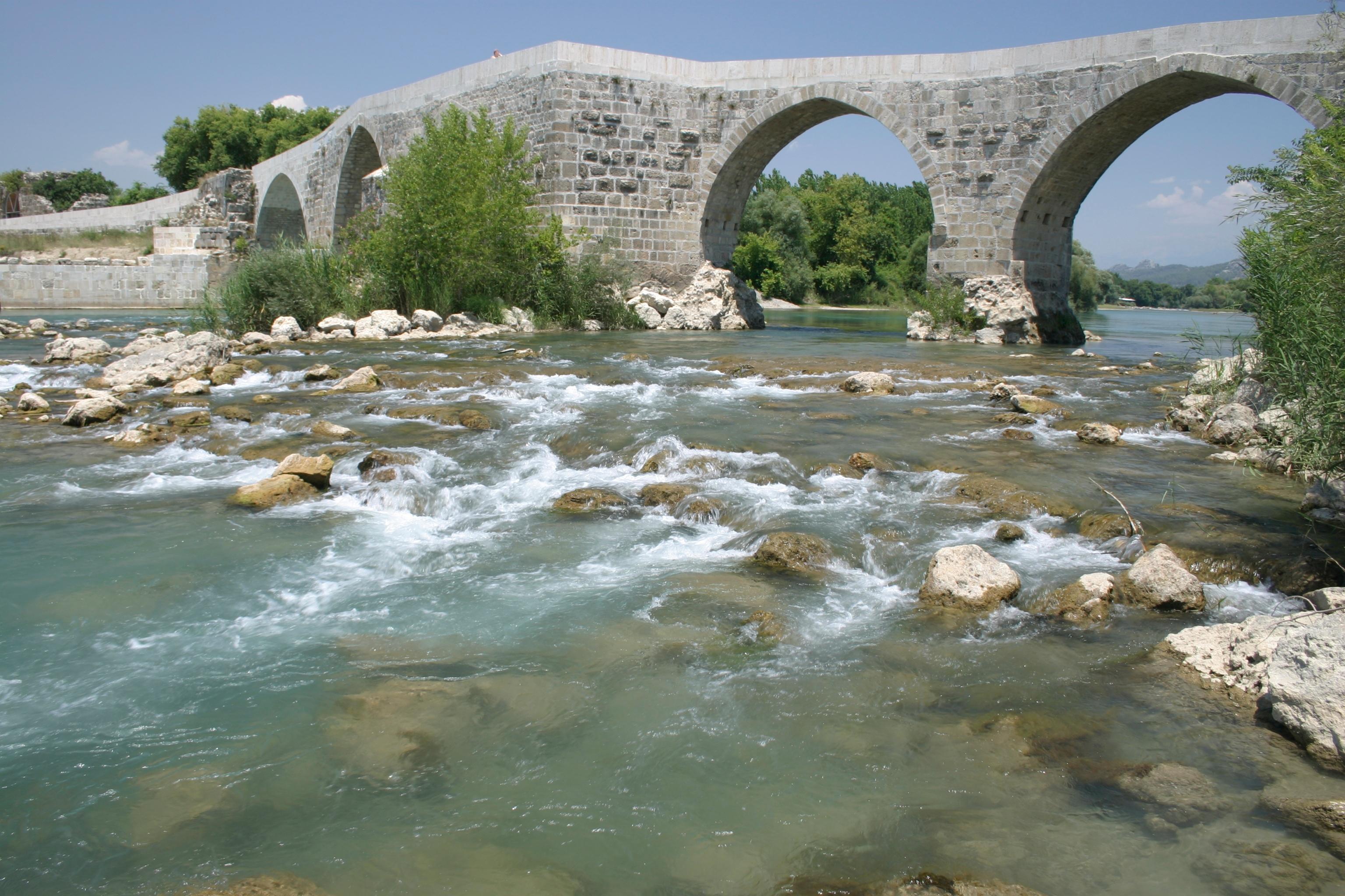 File:Eurymedon Bridge, Aspendos, Turkey. Pic 01.jpg ...