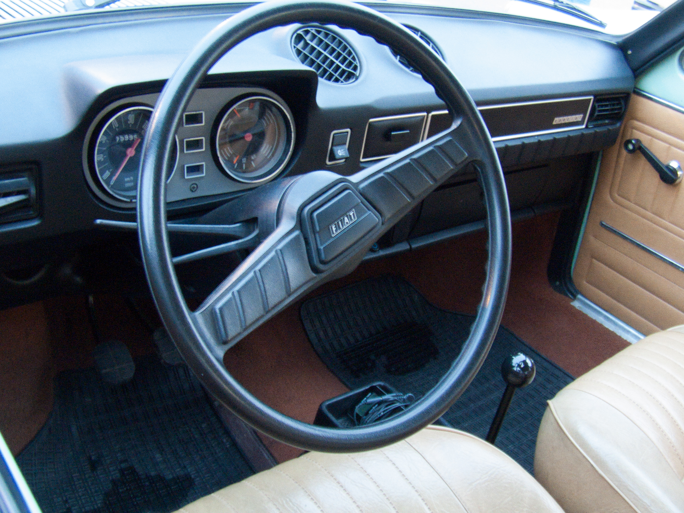 File:Fiat 128 Special interior (13642441273).jpg - Wikimedia Commons