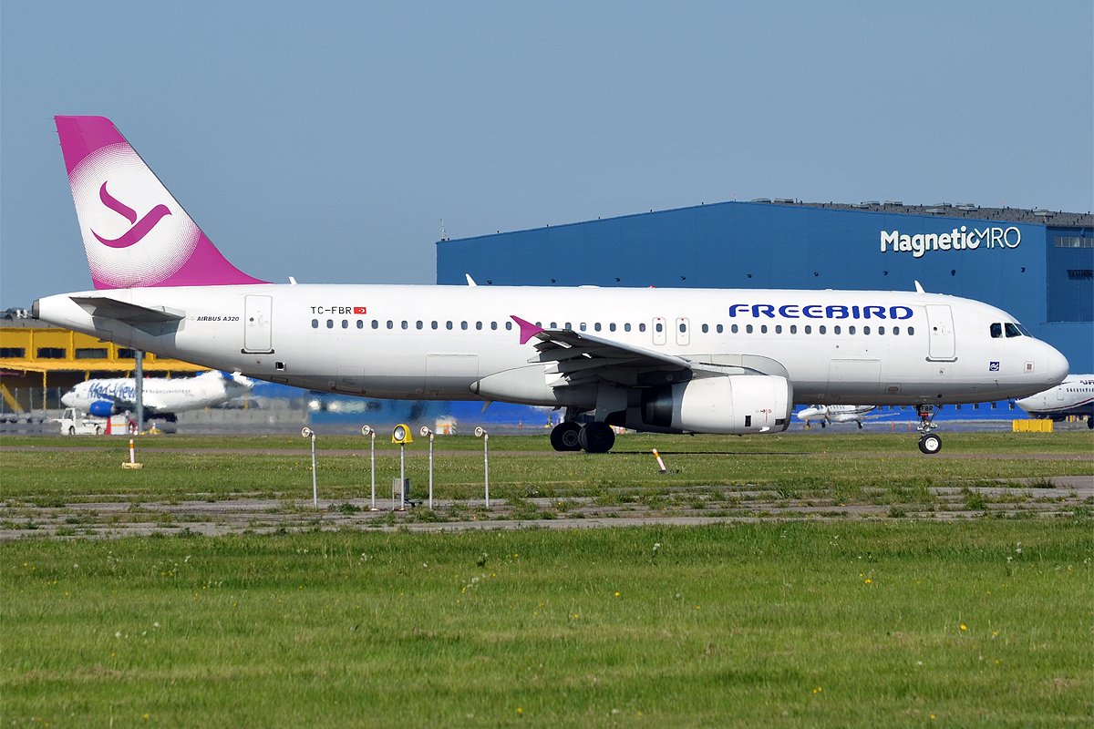 Filefreebird Airlines Tc Fbr Airbus A320 232 26732382301 2