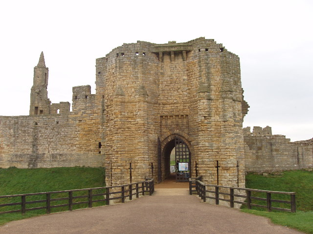Gatehouse of Warkworth Castle - geograph.org.uk - 69996