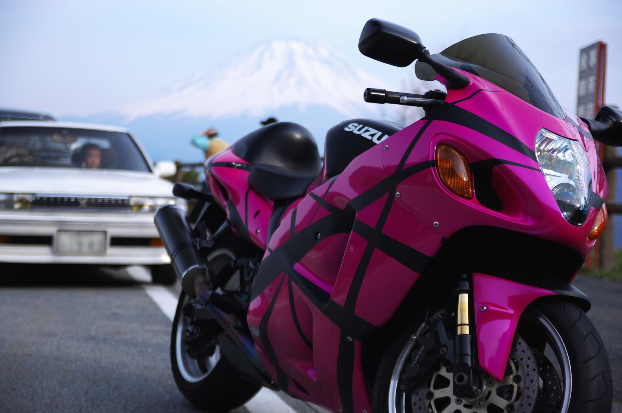 File:Hot Pink Suzuki Hayabusa In Japan